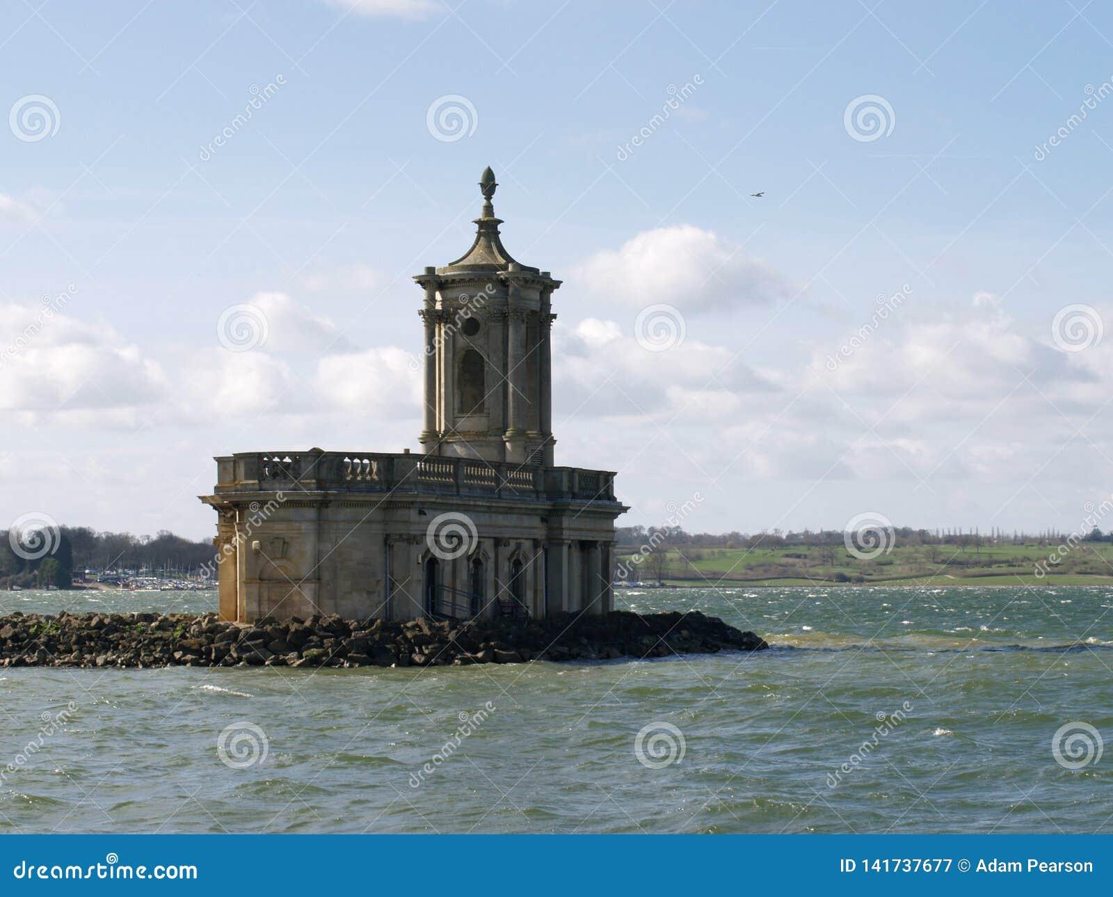 De iconische Normanton-Kerk, Rutland Water