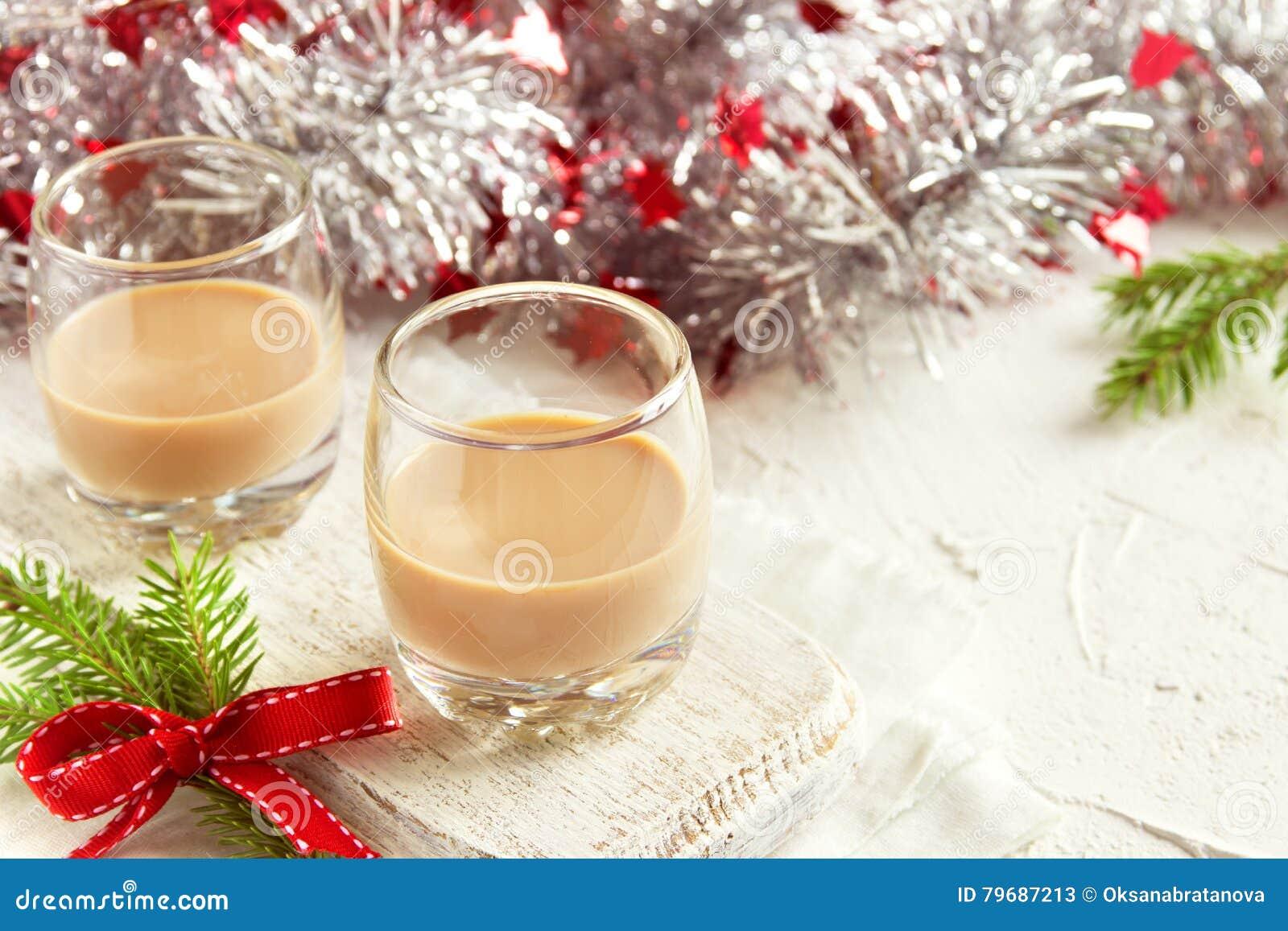 De Ierse likeur van de roomkoffie voor Kerstmis