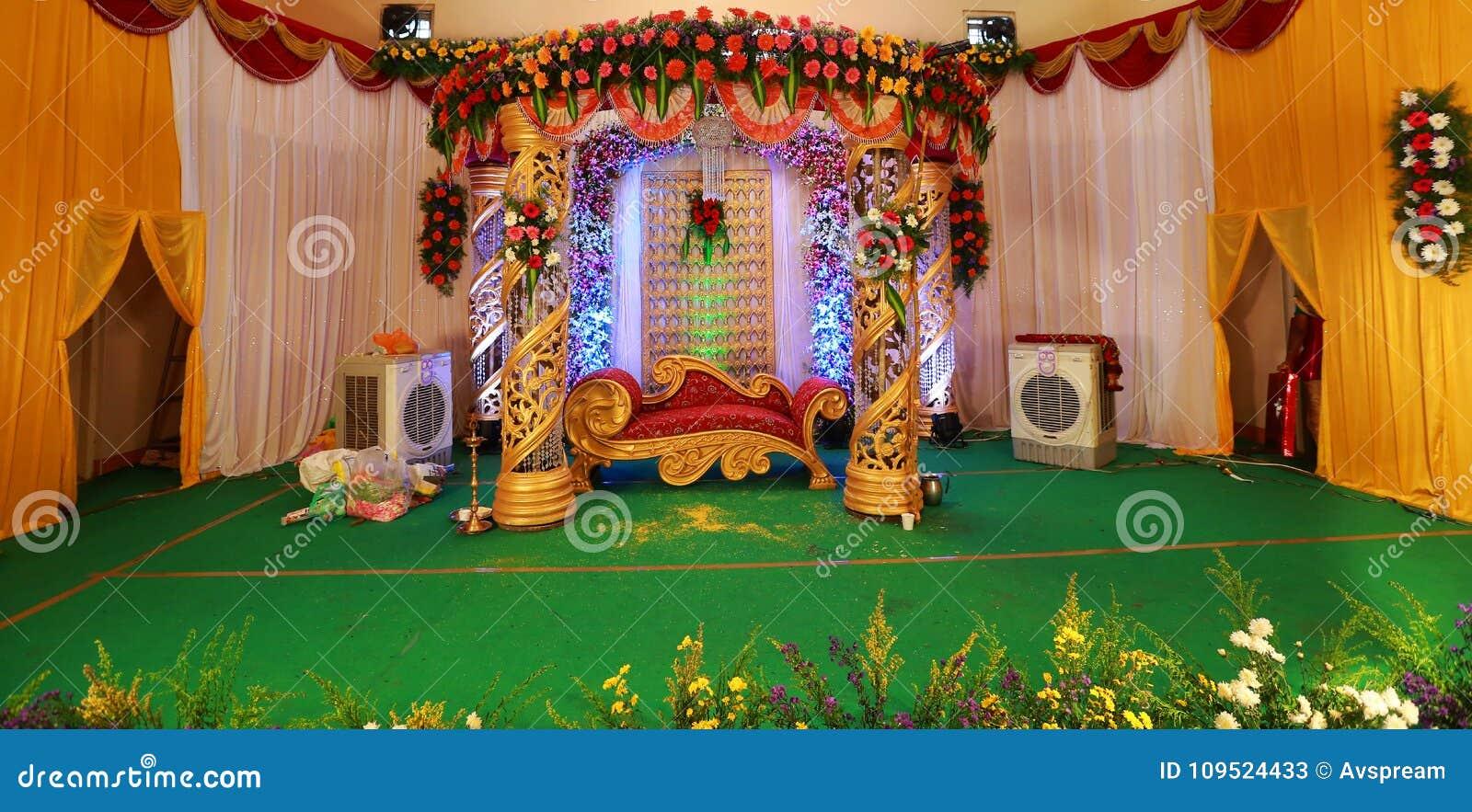 De Indische decoratie van het huwelijksstadium met binnenlandse ontwerpthema s