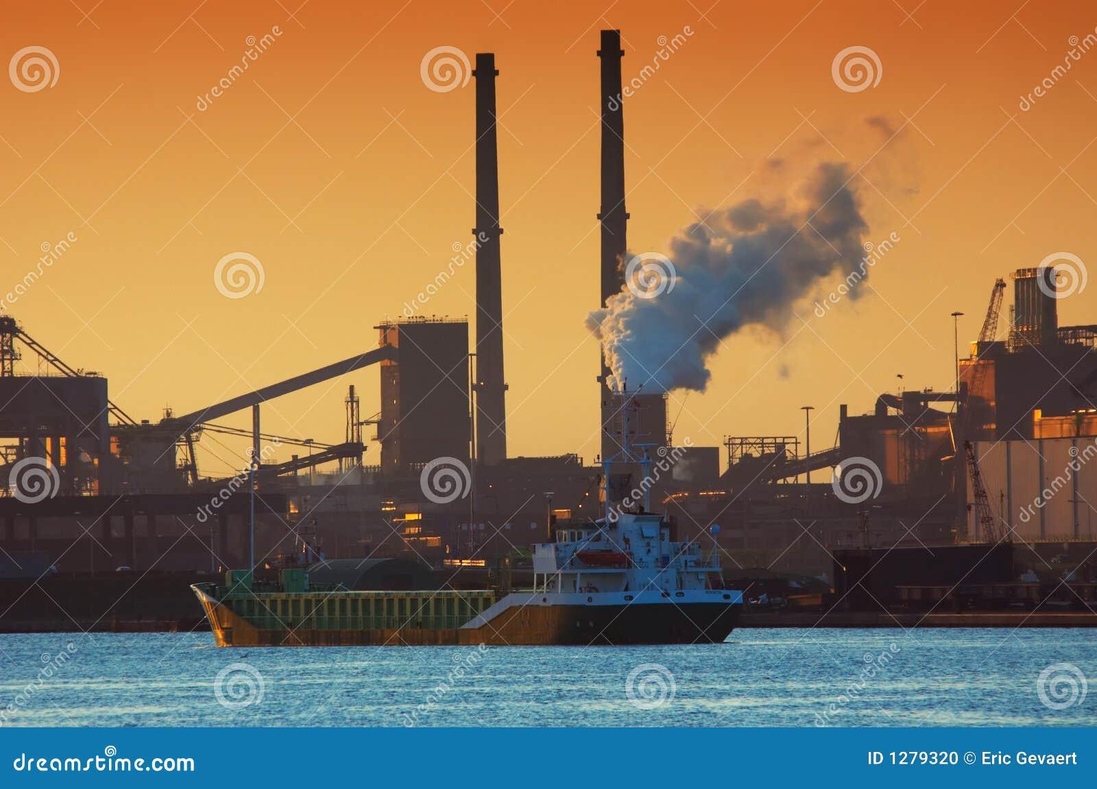 De industrie en zonsondergang