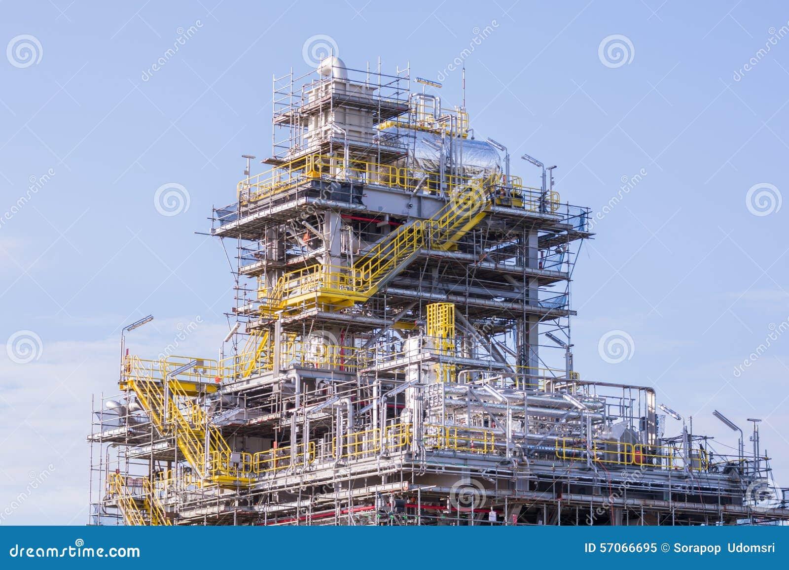 De industriekraan en bouwconstructie