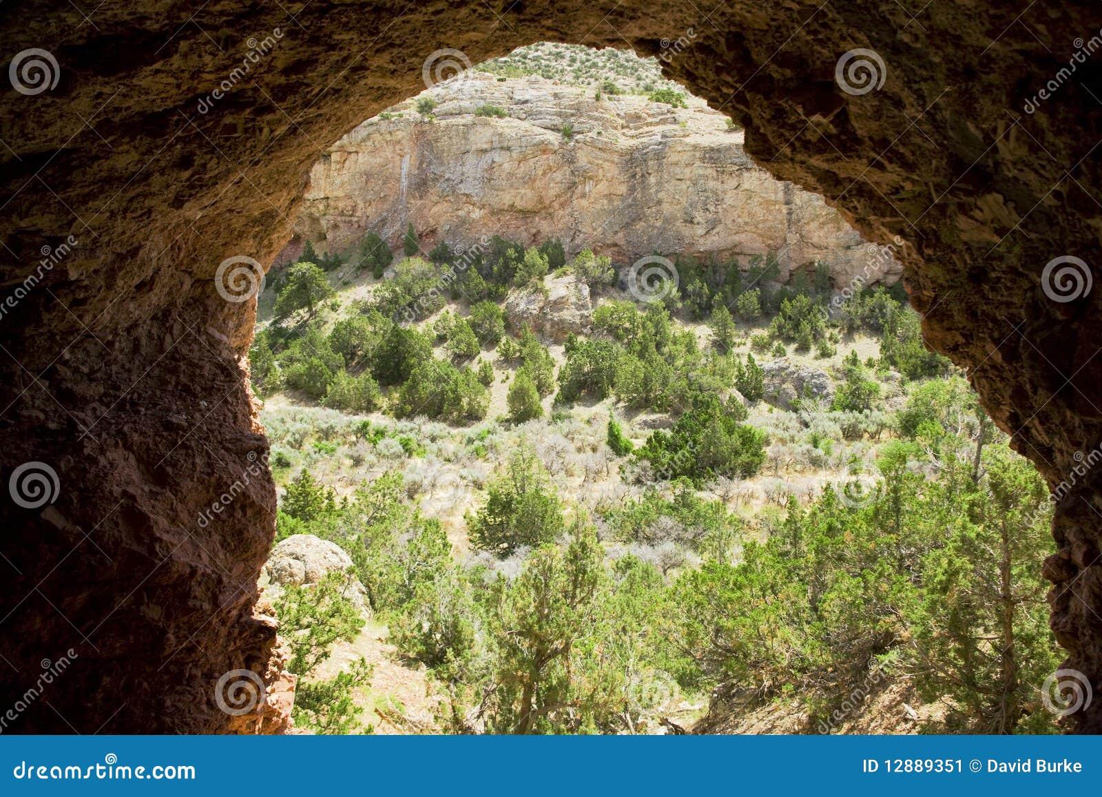 De ingang die van het hol uit eruit ziet stock afbeelding afbeelding 12889351 - Ingang van het hedendaagse huis ...