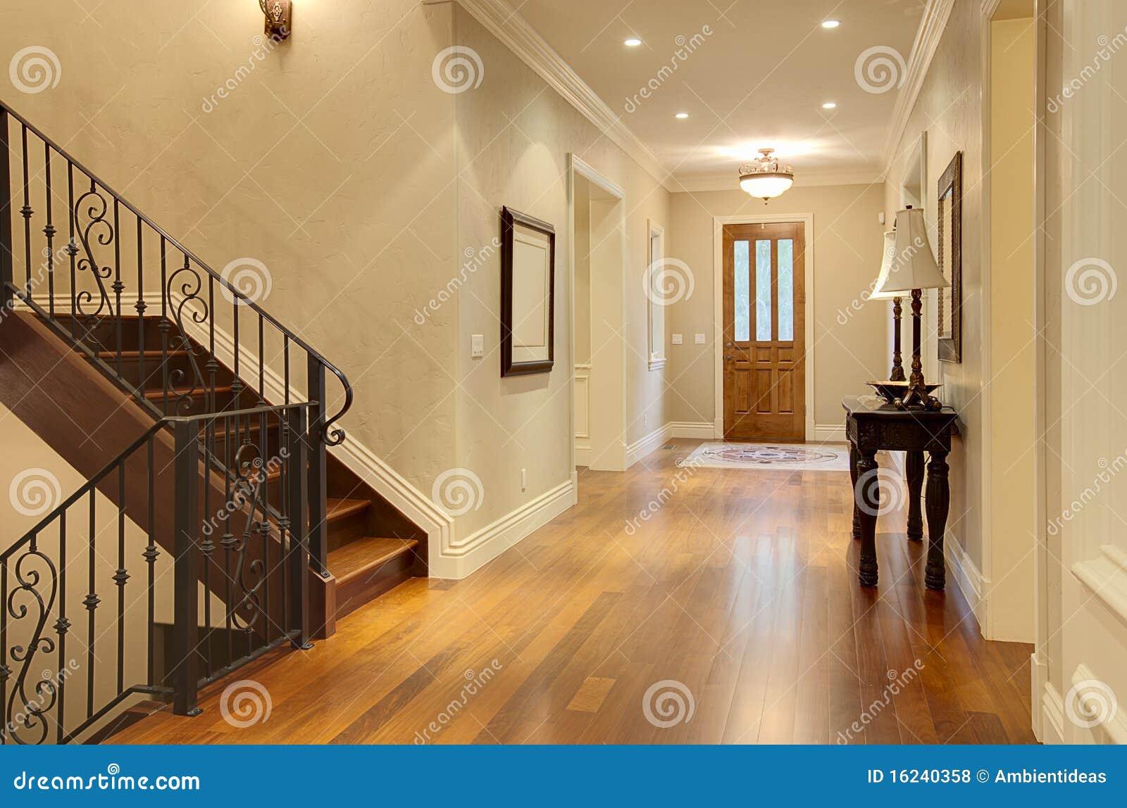 De ingang van de gang van het huis van de luxe stock foto afbeelding 16240358 - Deco gang huis ...