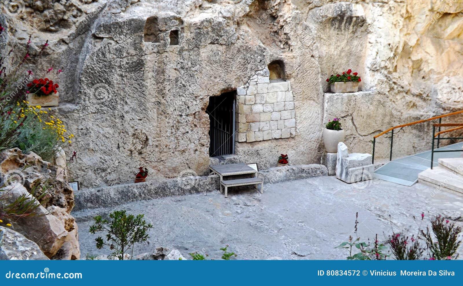 De ingang van de graftuin stock foto afbeelding bestaande uit bijbel 80834572 - Muur van de ingang ...