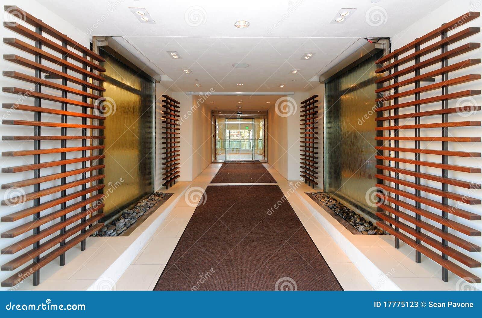De ingang van de hal van het hotel stock afbeelding afbeelding