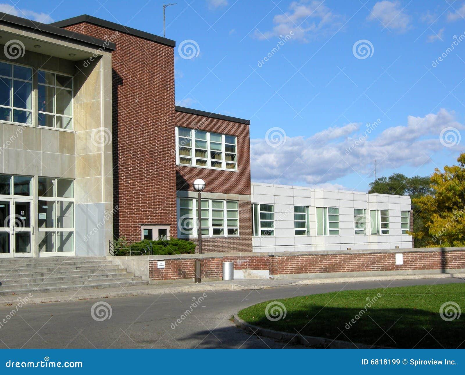 De ingang van de middelbare school royalty vrije stock afbeeldingen beeld 6818199 - Ingang van een huis ...