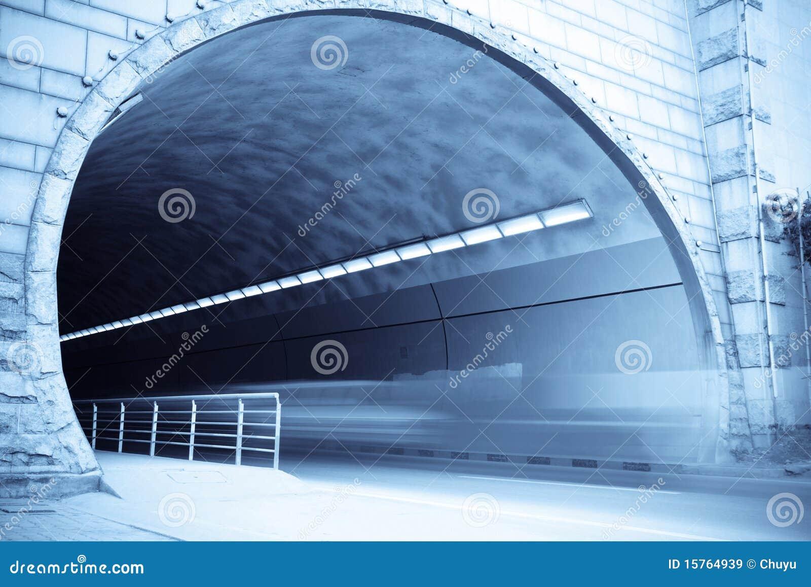 De ingang van de tunnel