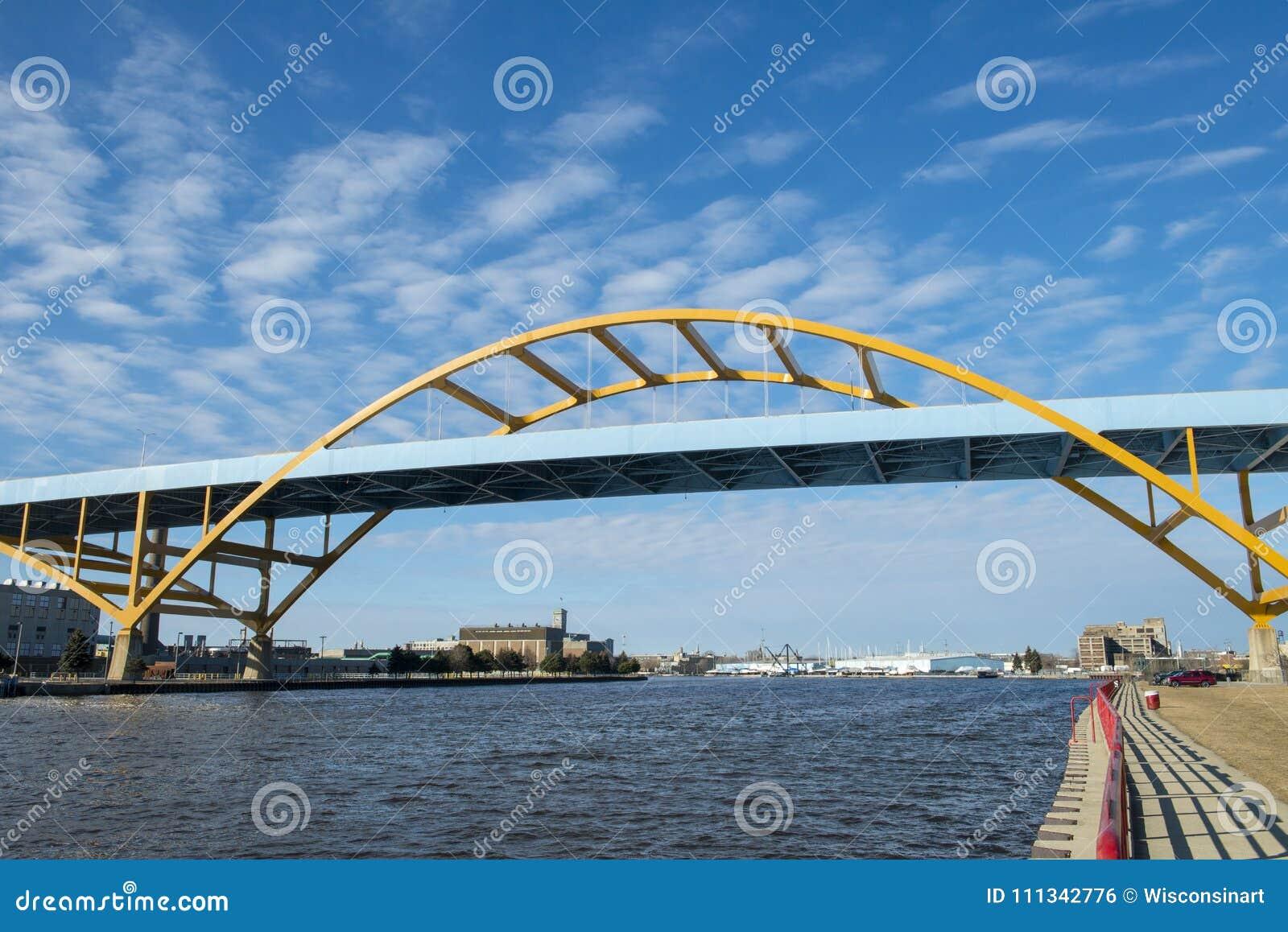 De Ingang van de de Havenbrug van Millwaukee, Wisconsin