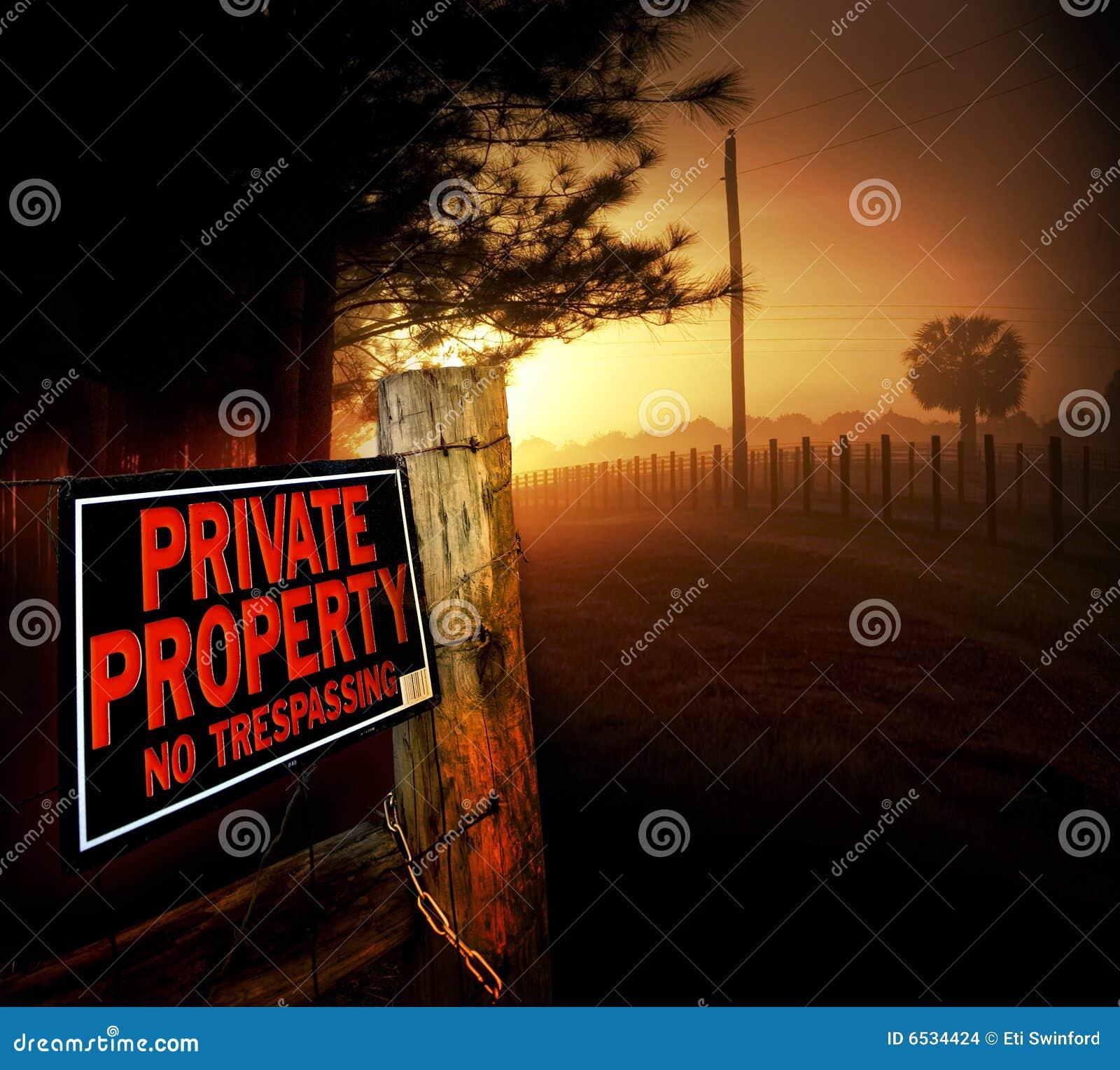 De ingang van het privé-bezit