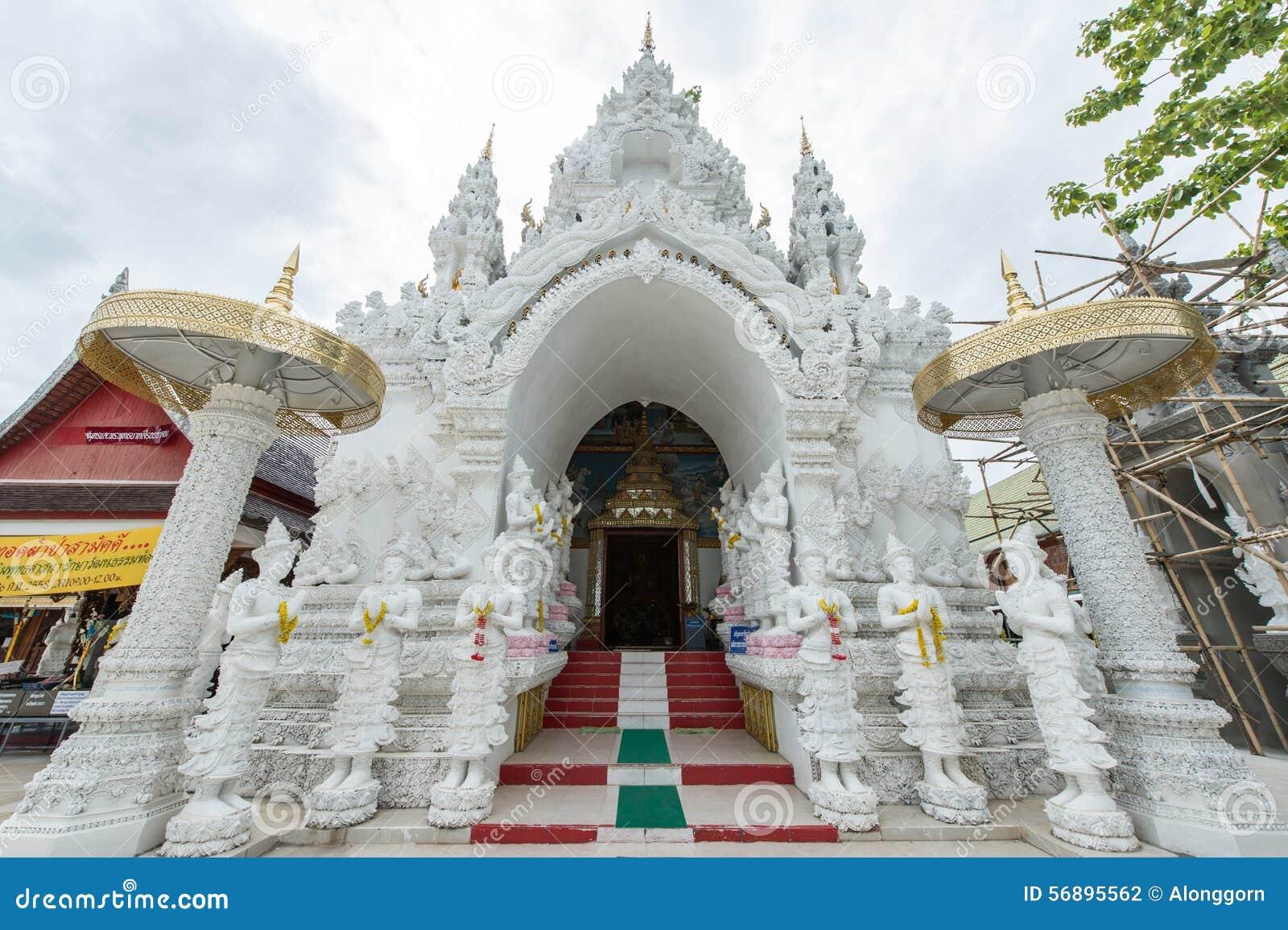 De ingangspoort aan de tempel redactionele fotografie afbeelding 56895562 - Kleur schilderij gang ingang ...