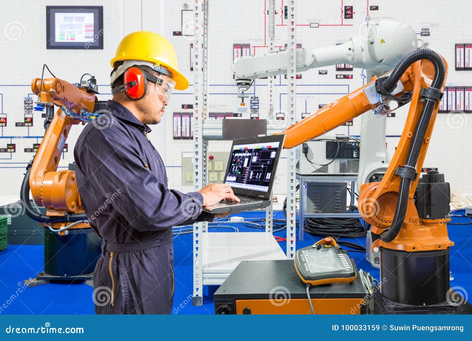 De ingenieur installeert en de testende robotachtige industrie in productie