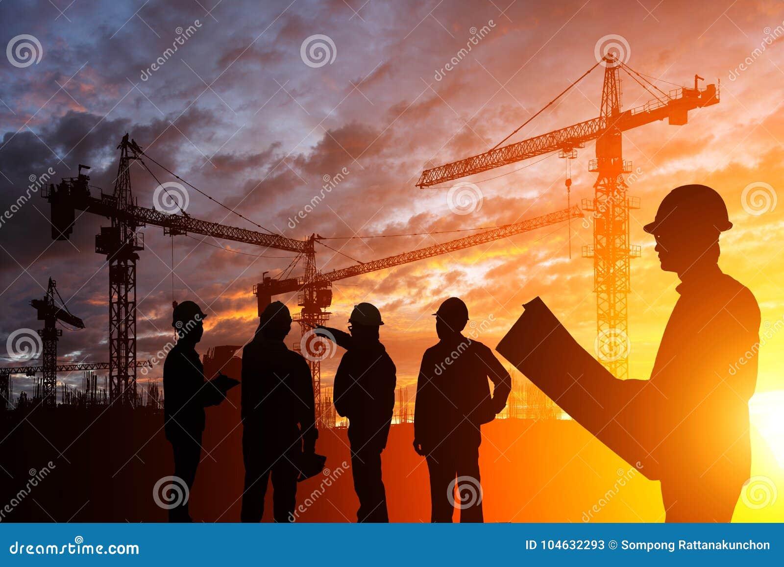 Download De Ingenieur Van Silhouetteams In Een Bouwterrein Bij Zonsondergang Stock Afbeelding - Afbeelding bestaande uit bedrijf, bouw: 104632293