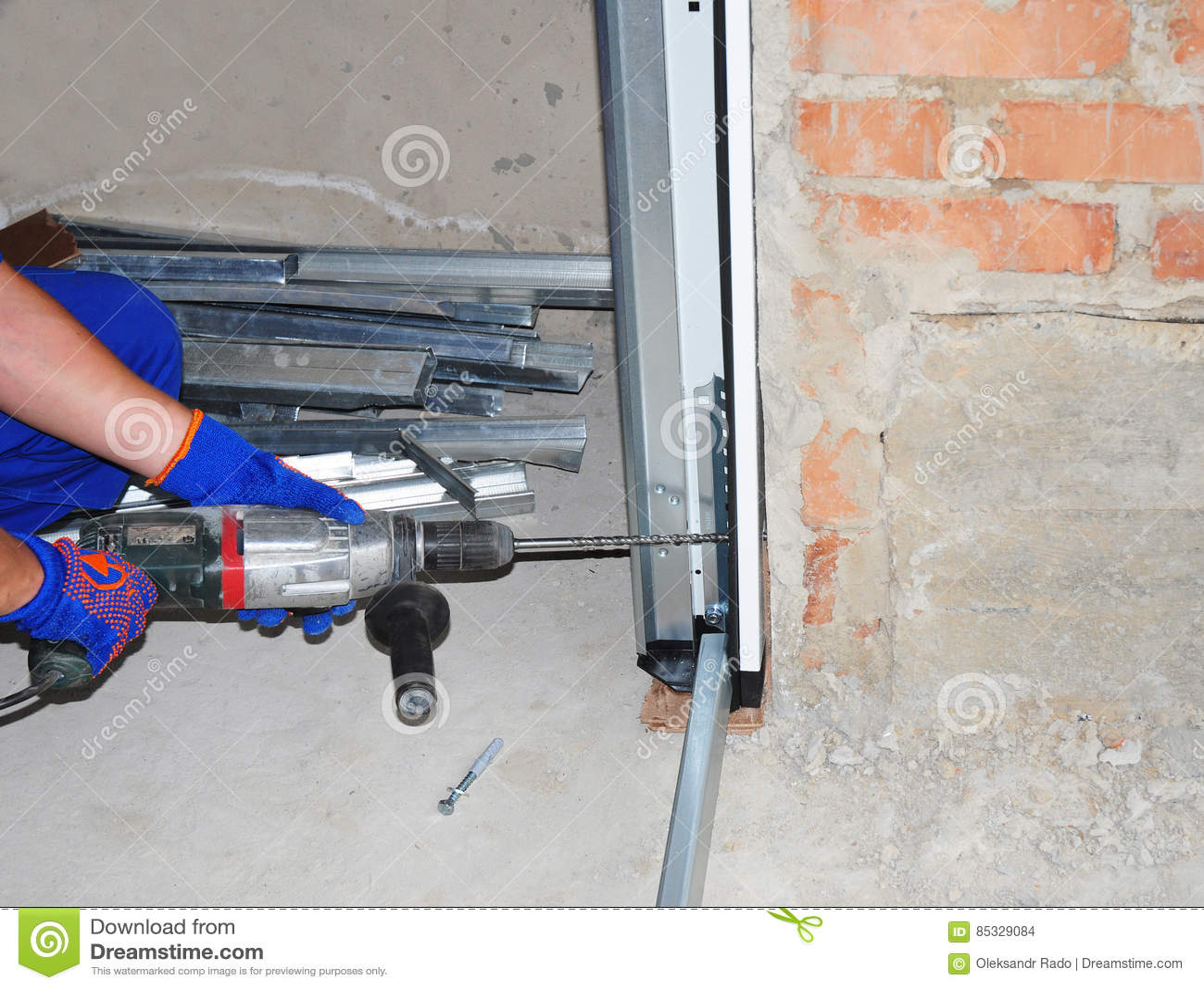 De Installatie & de Vervanging van de garagedeur Installeer Garagedeur & van de Garagedeur Opener Hoe te om een Garagedeur te ins