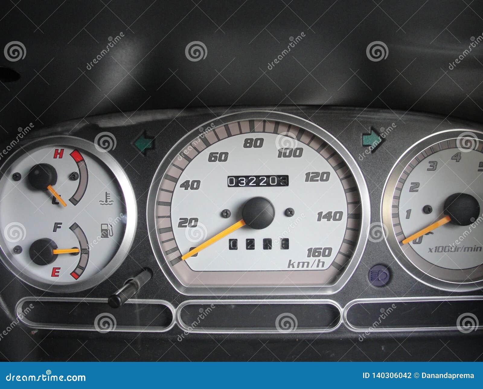De instrumenten van het autopaneel