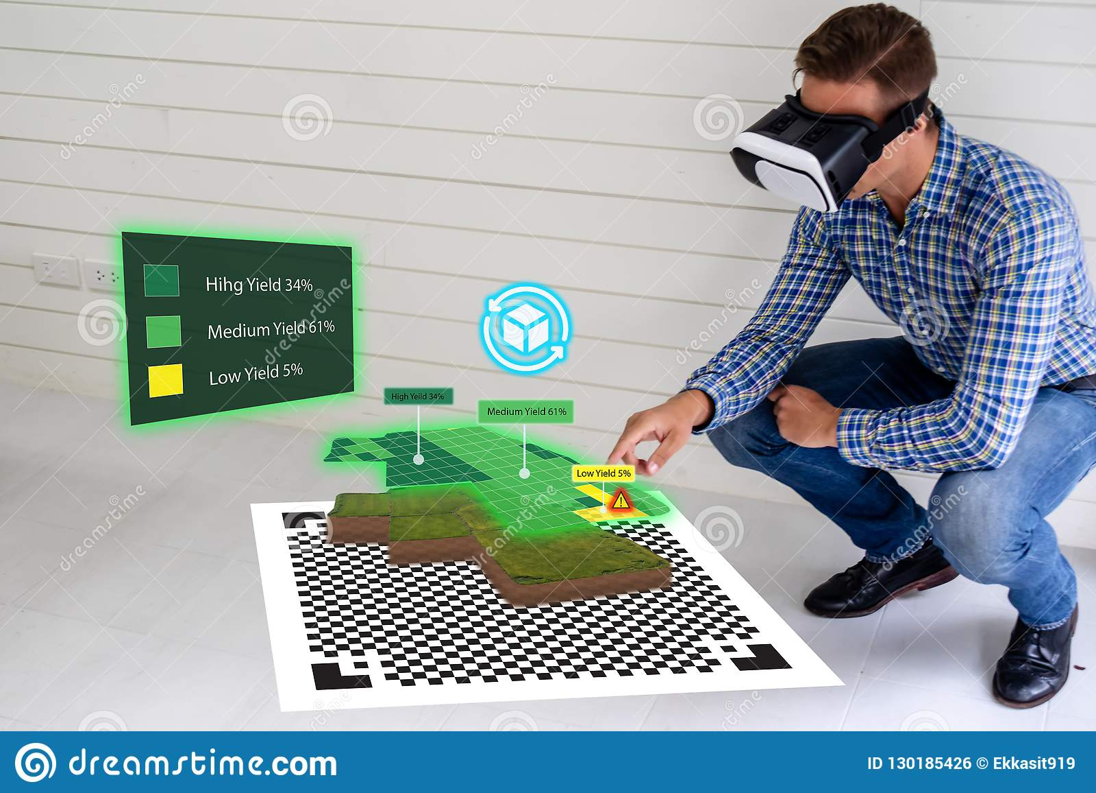 De Iot slimme industrie 4 0 het landbouwconcept, agronoom die, landbouwer slimme glazen gebruiken vergrootte gemengde virtuele we