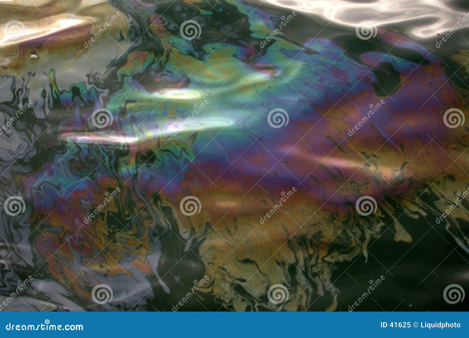 De Iriserende Regenboog van de olievlek