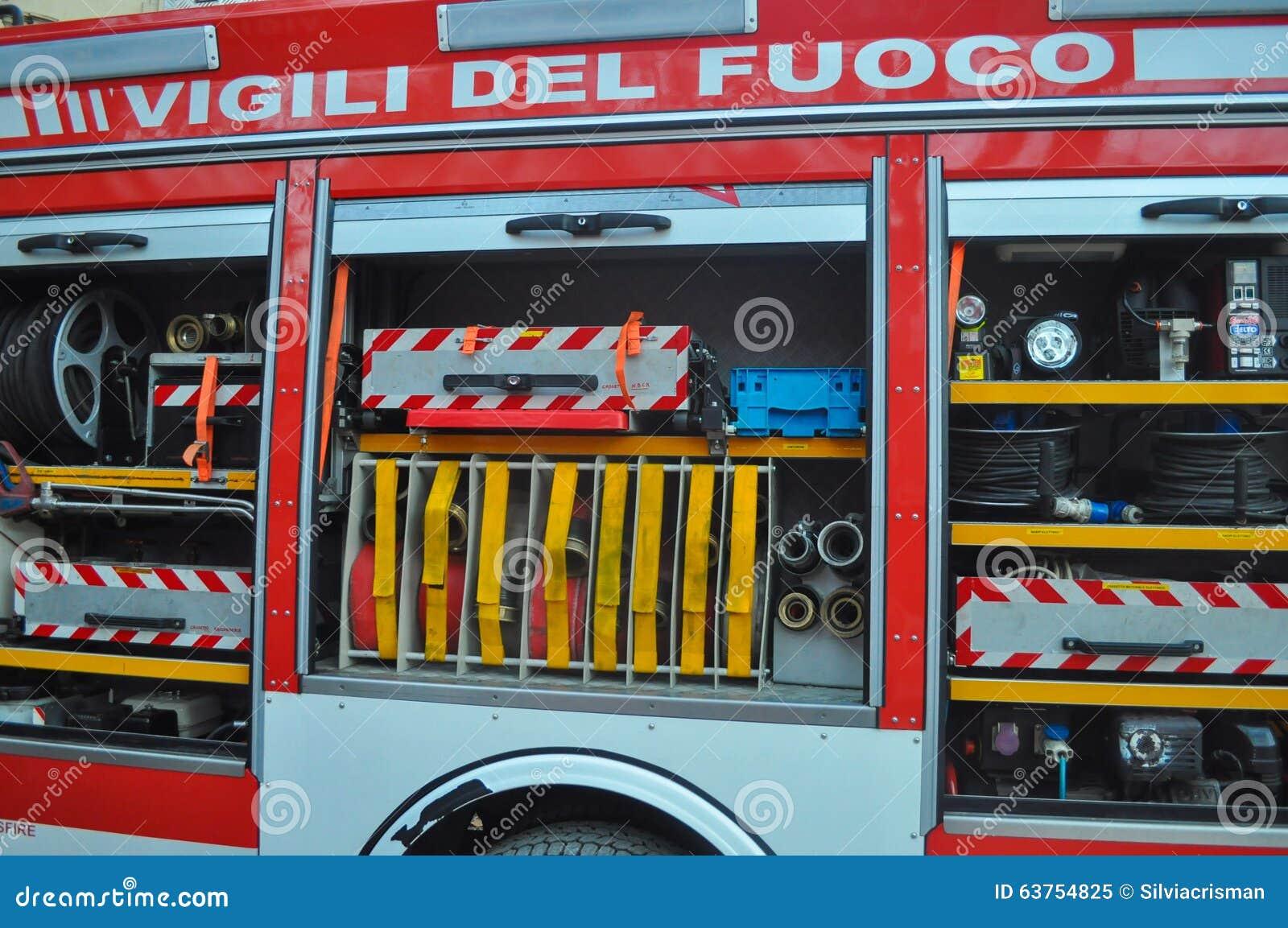 De Italiaanse vrachtwagen van de brandbrigade