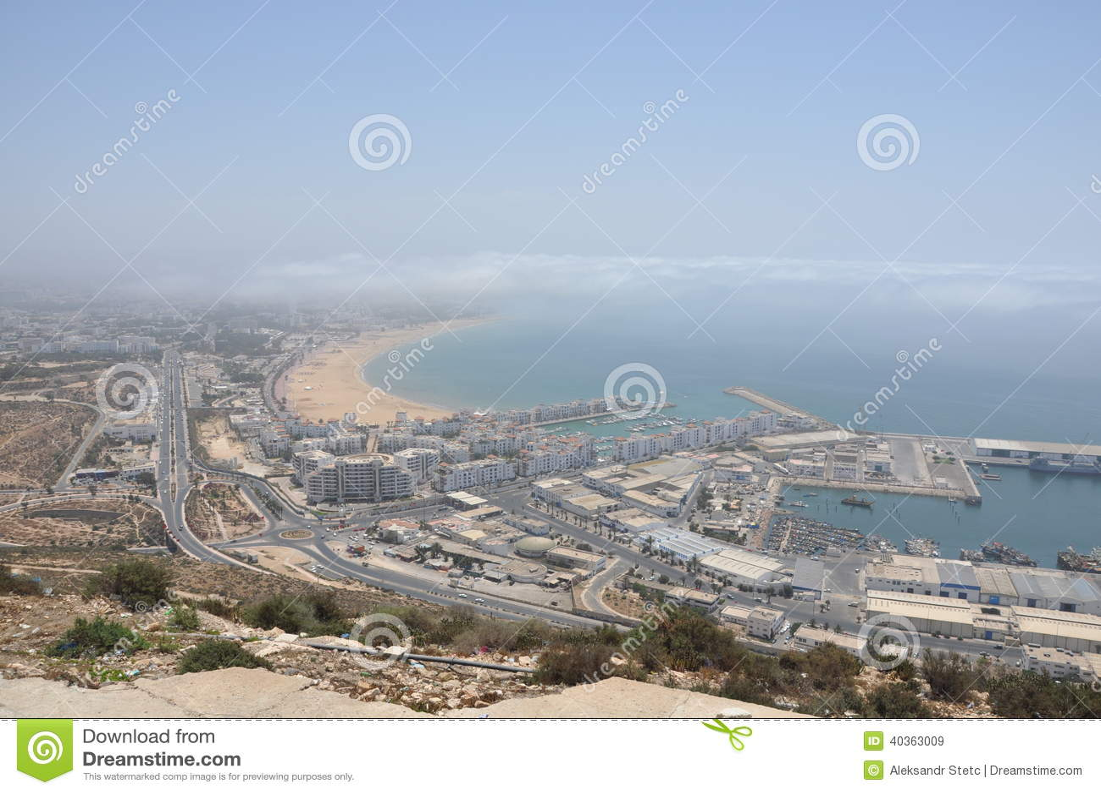 De Jachthaven en de vissershaven in Agadir Marokko