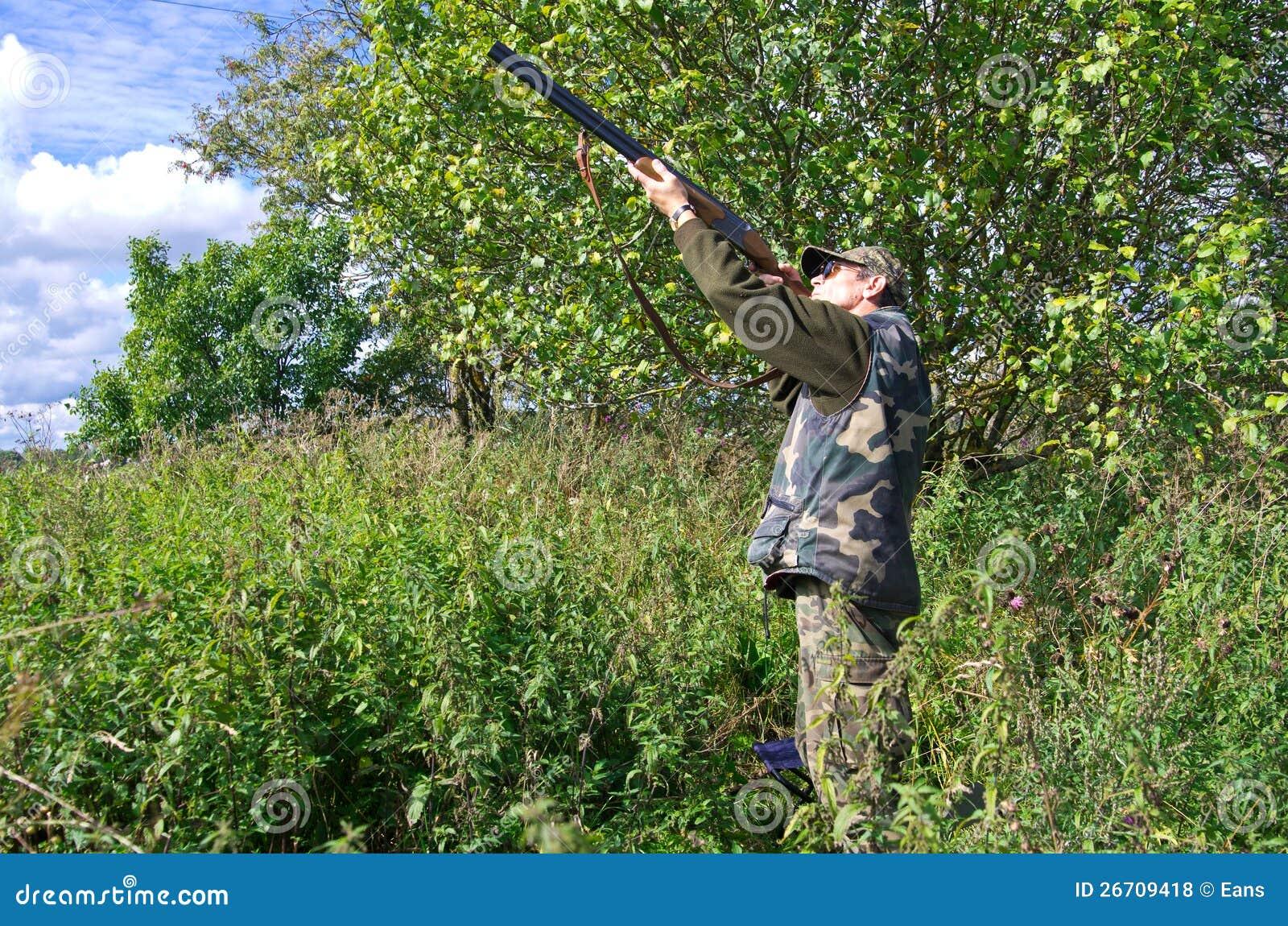 De jager die van de mens duiven streeft