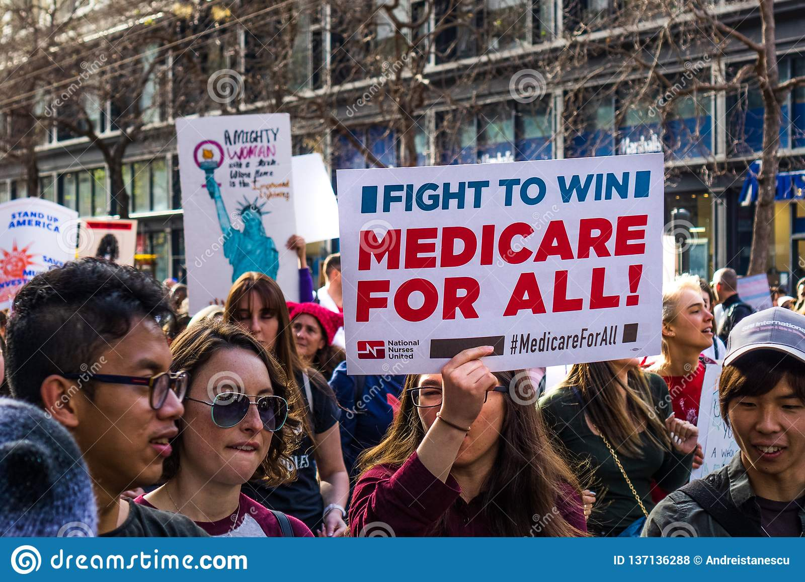 19 de janeiro de 2019 San Francisco/CA/EUA - o março 'Medicare das mulheres para todo o 'sinal