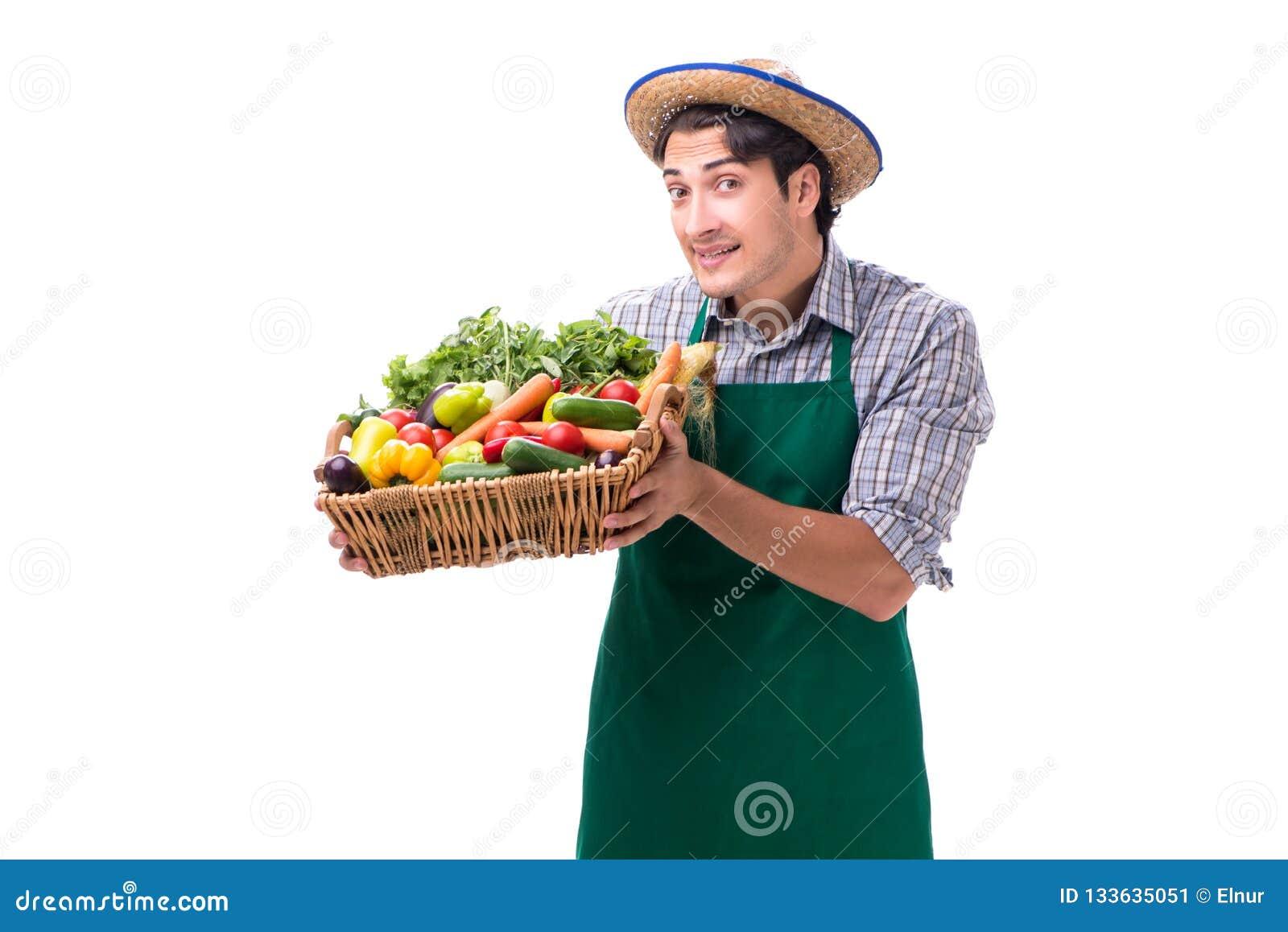 De jonge die landbouwer met vers product op witte achtergrond wordt geïsoleerd