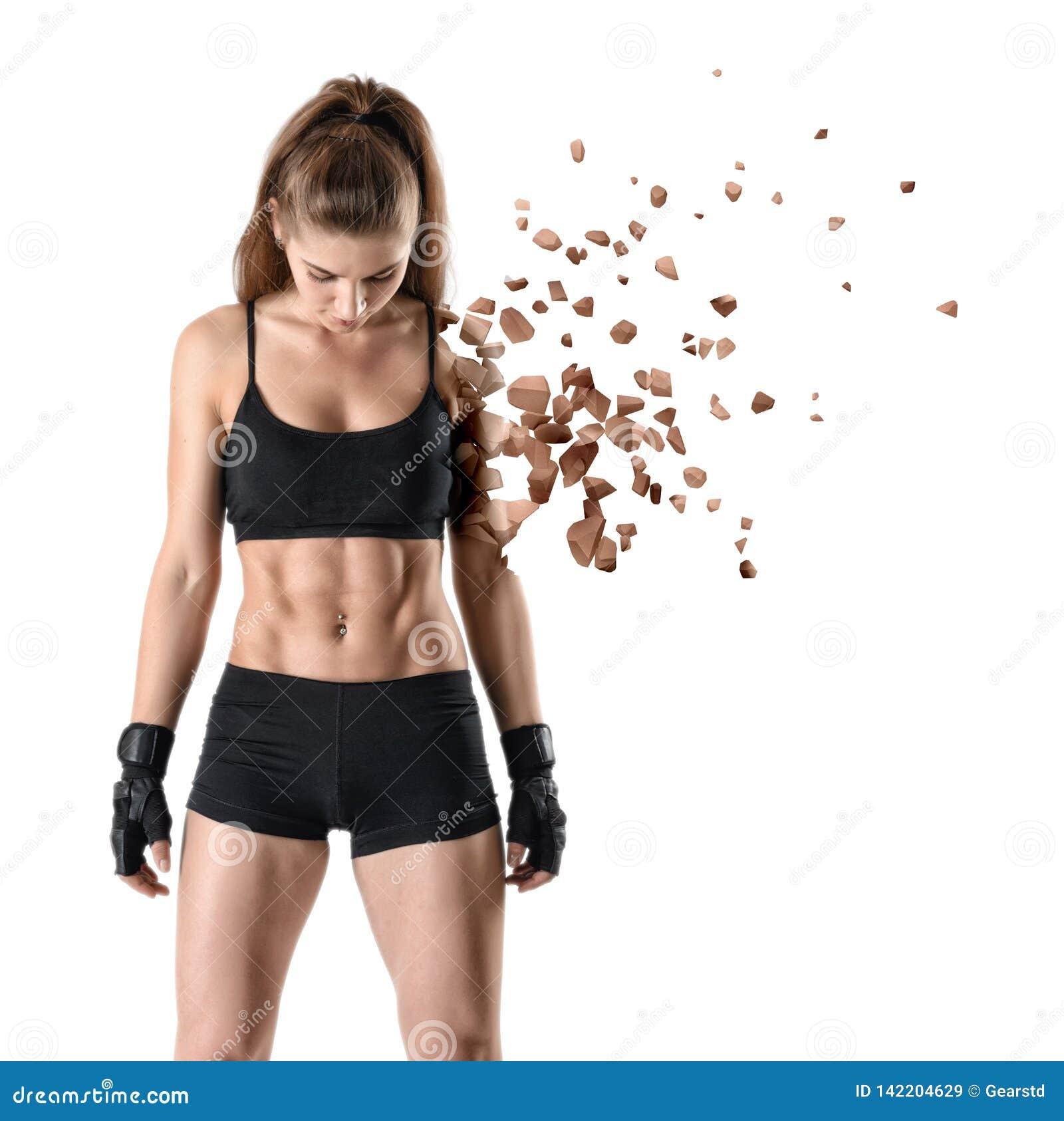 De jonge geschikte vrouw die in gymnastiekkleren, één die wapen loste praktisch in deeltjes op neer kijken, op witte achtergrond