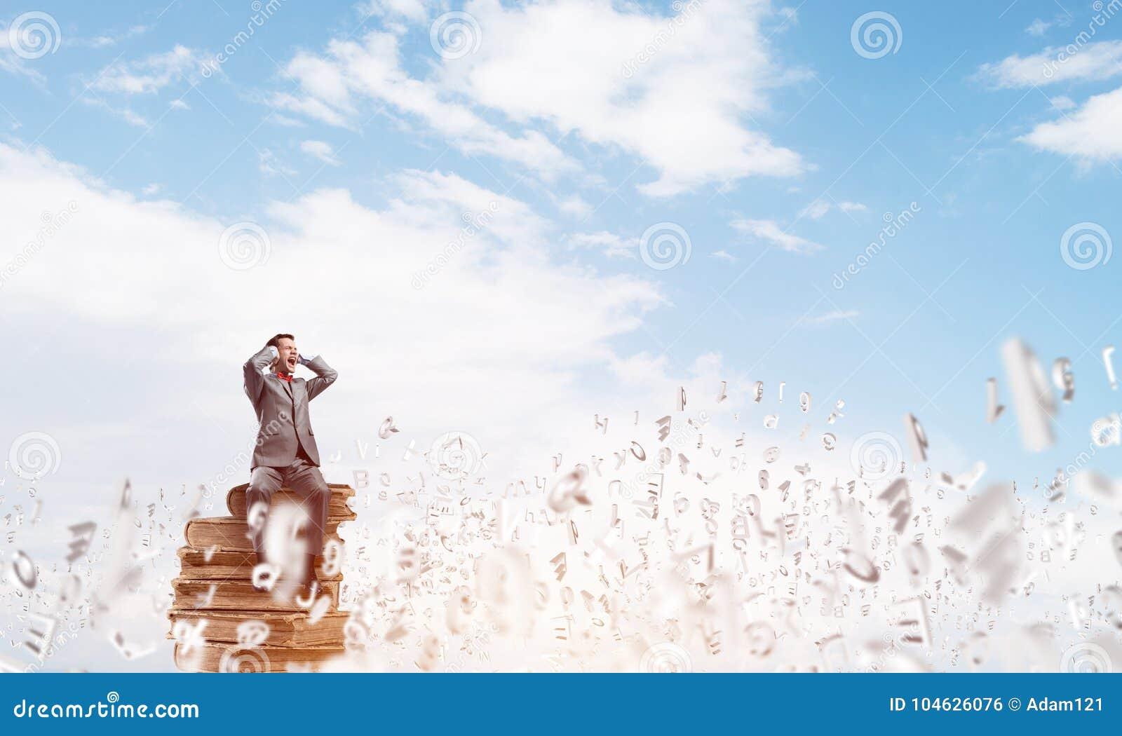 Download De Jonge Mens In Daghemel Wil Niet Om Het Even Wat Horen Stock Foto - Afbeelding bestaande uit kerel, dekking: 104626076
