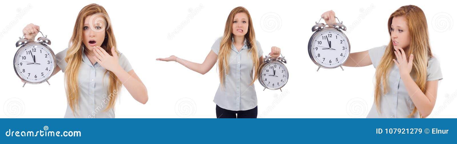 De jonge vrouw met klok op wit