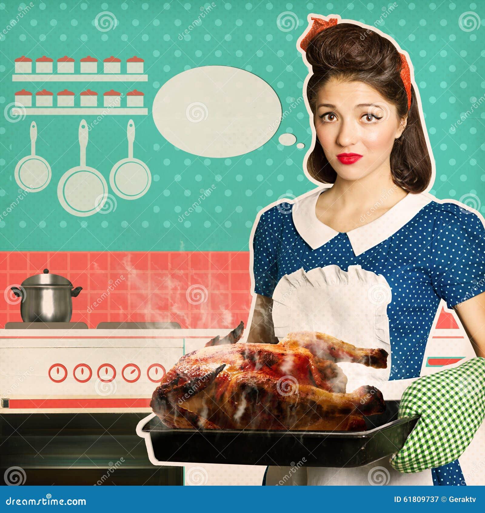 De jonge vrouw overzag braadstukkip in een oven