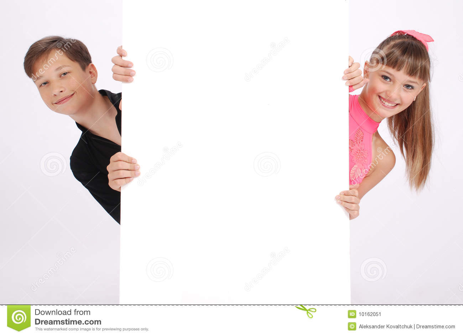 De jongen en het meisje kijken