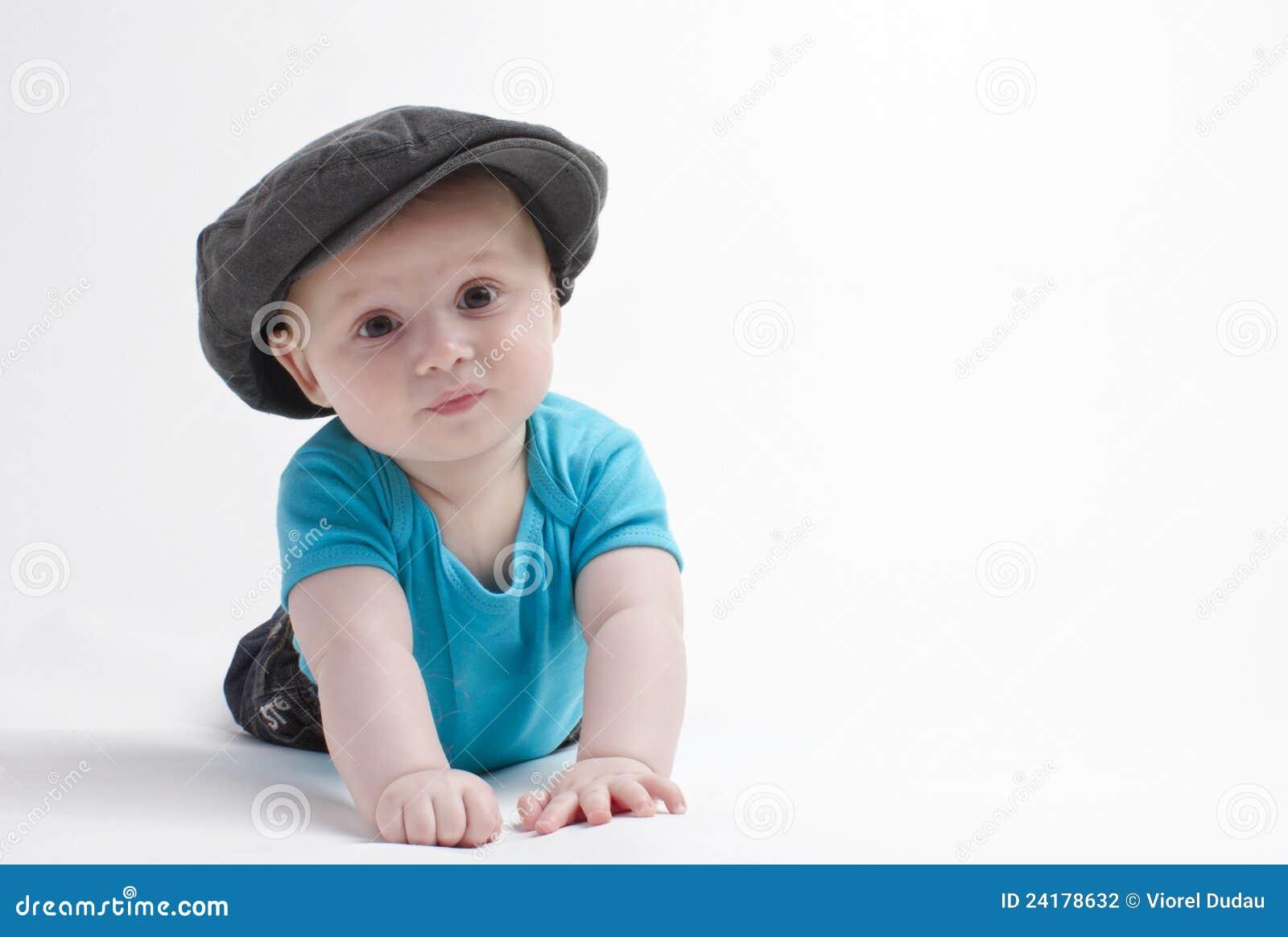 De jongen van de baby met hoed