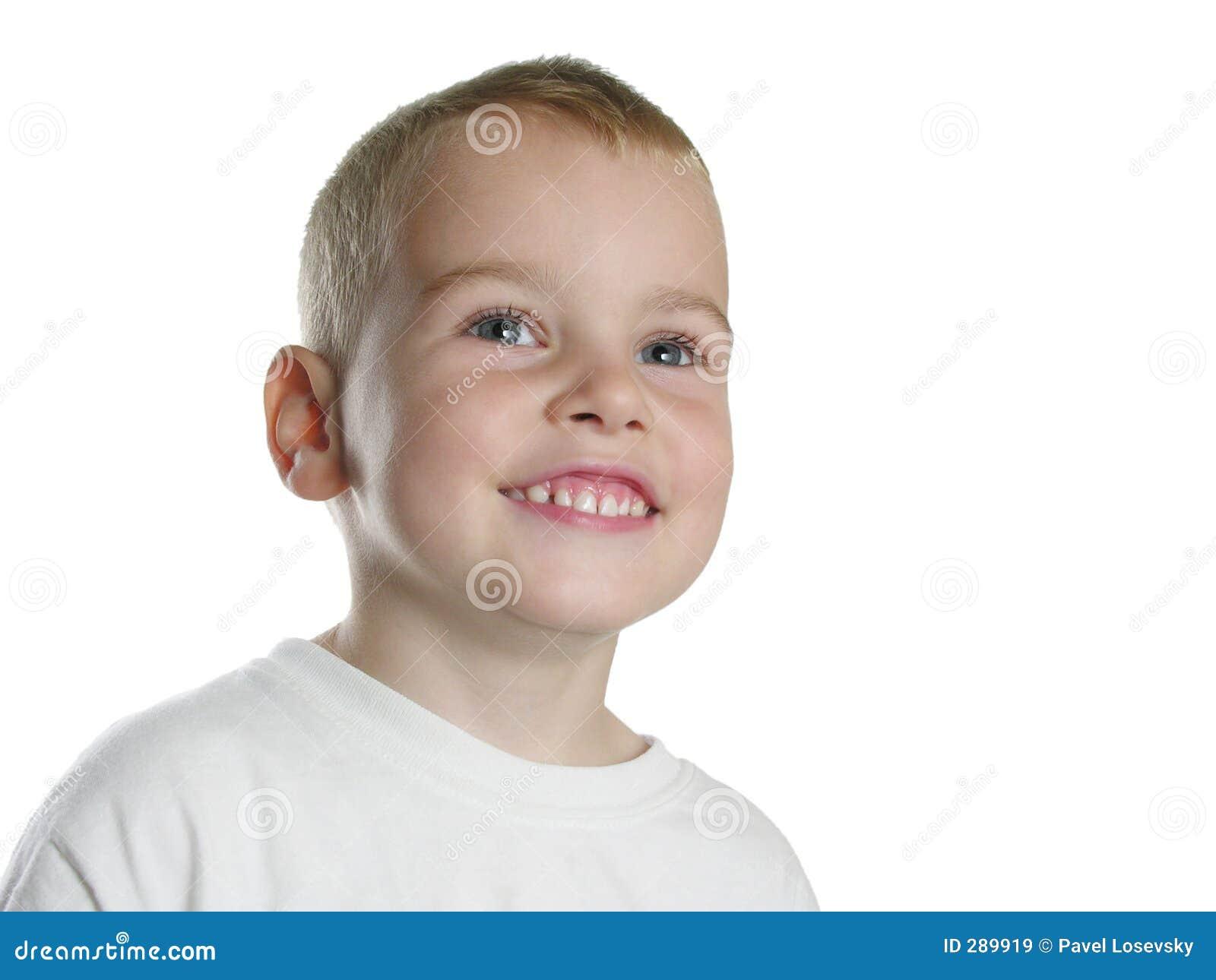 De jongen van de glimlach op wit