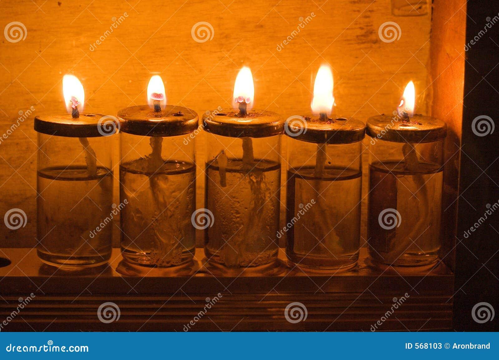 Kaarsen Op Olie.De Kaarsen Van De Chanoeka Stock Afbeelding Afbeelding