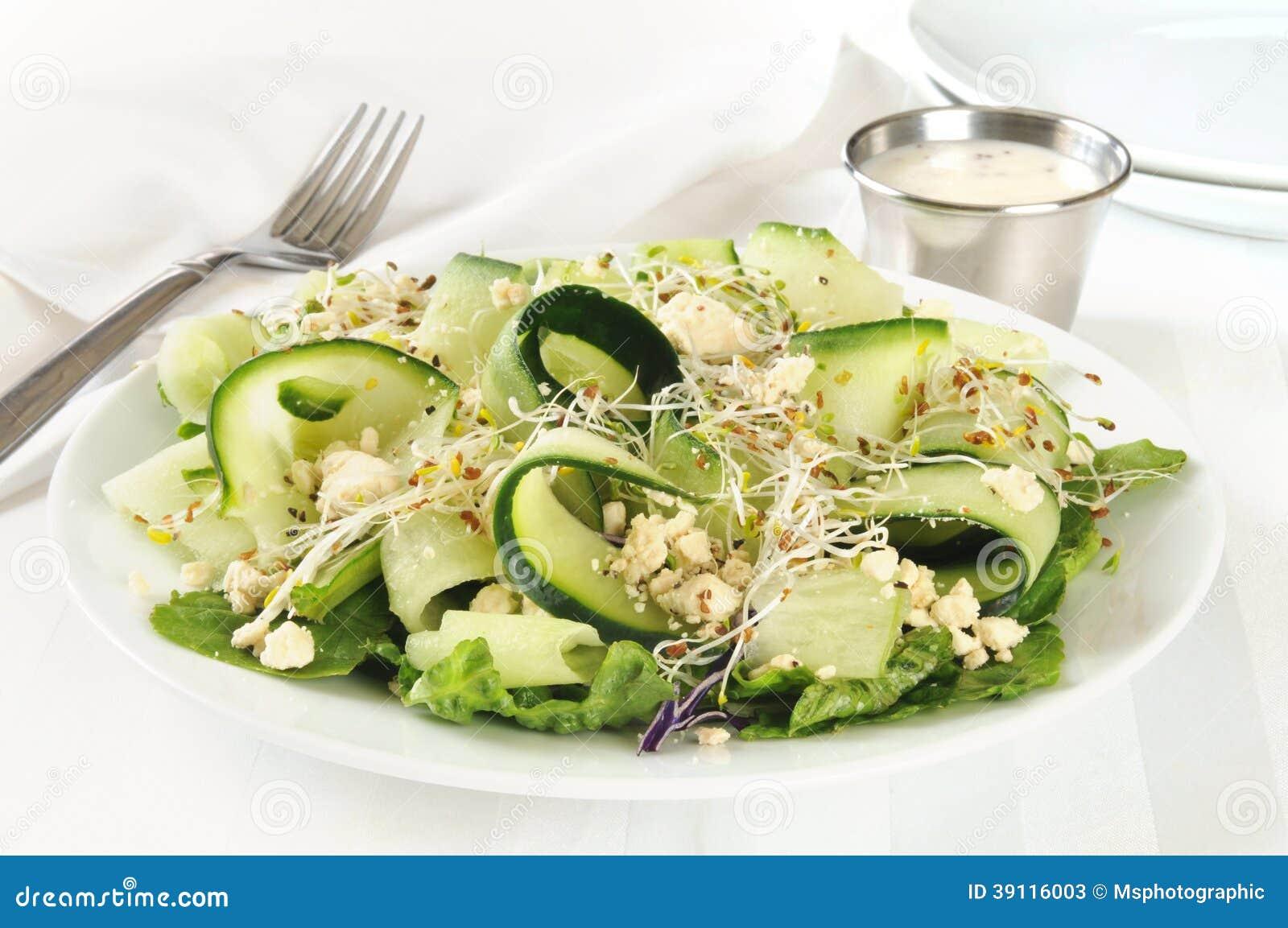 De kaassalade van komkommerfeta
