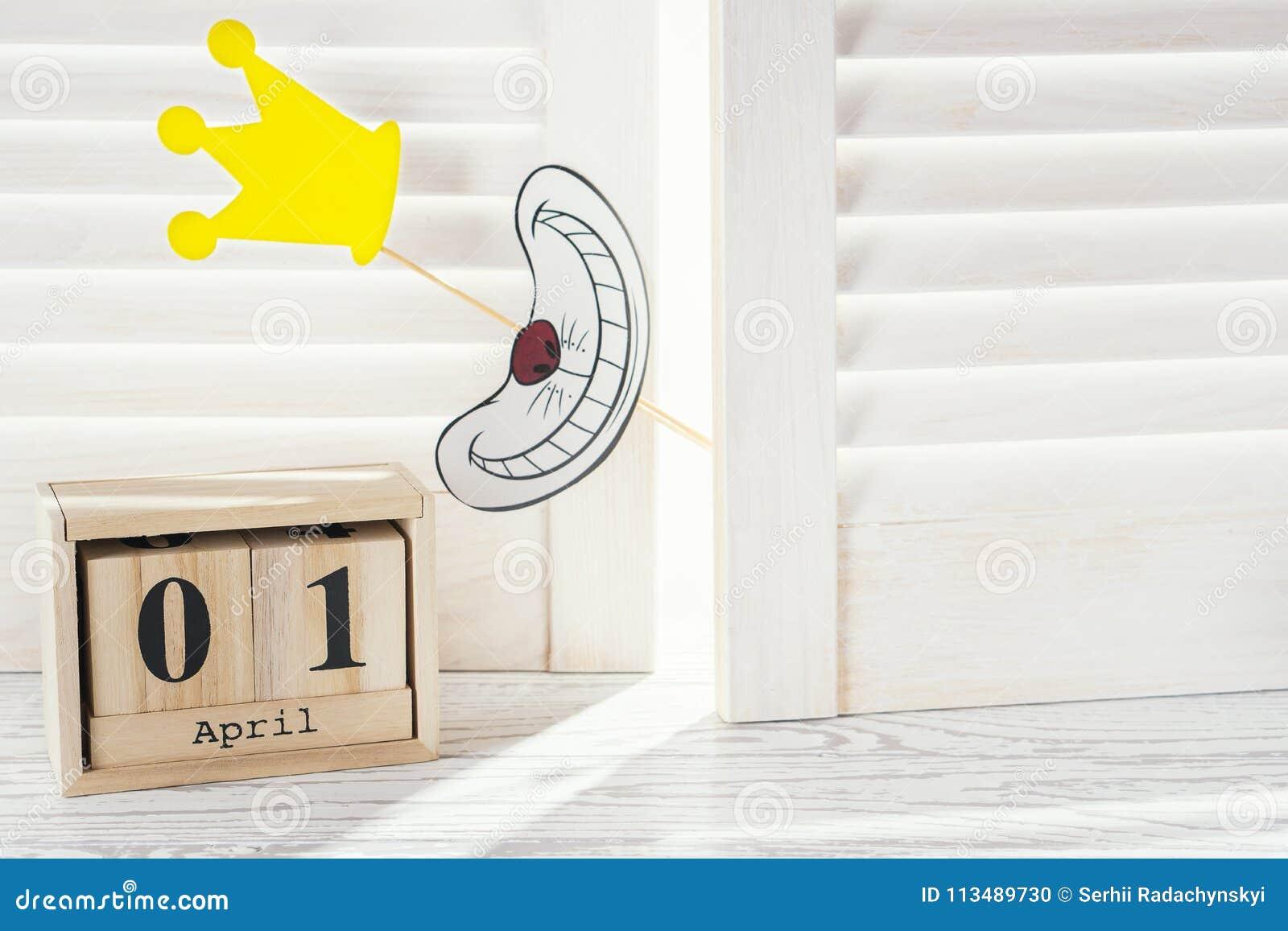 De kalender van de kubusvorm voor 01 April het concept van de Dwazen` Dag