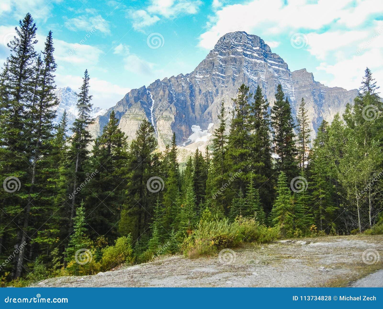 De kanadensiska bergen för steniga berg i banff alberta