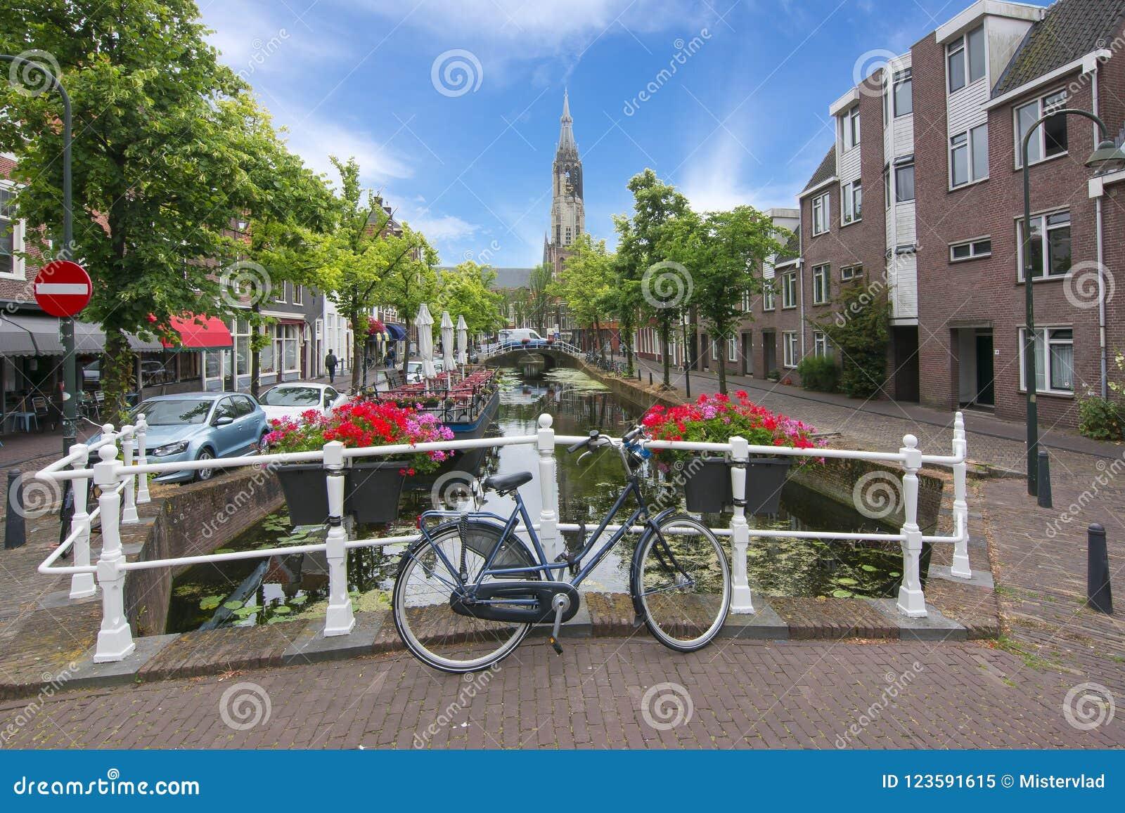 De kanalen van Delft en Nieuwe kerktoren, Nederland