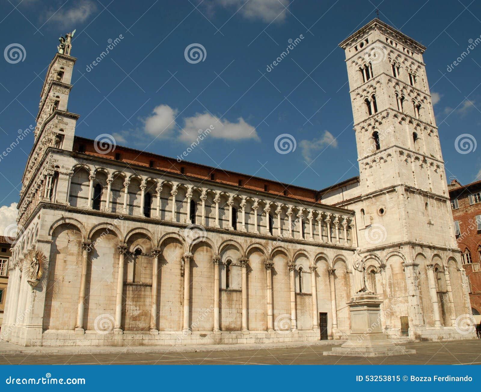 De kant van de kathedraal