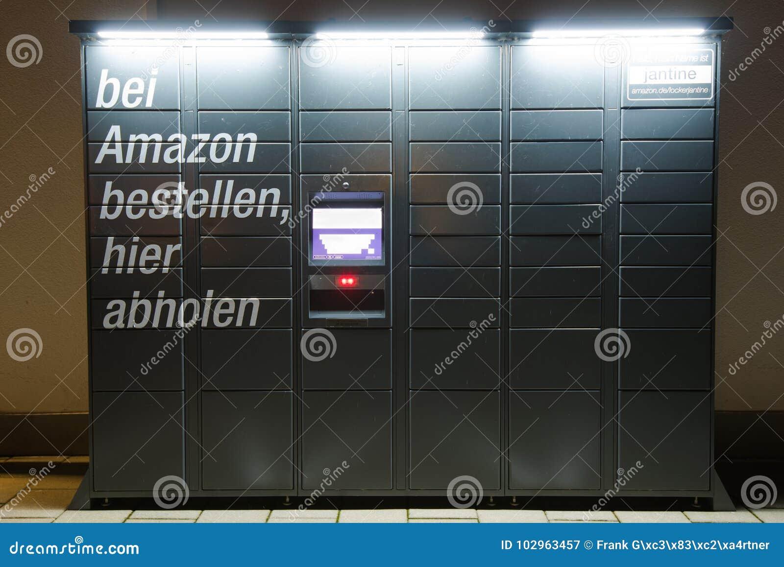 De Kastpost van Amazonië naast een Aldi-supermarkt wordt gevestigd die