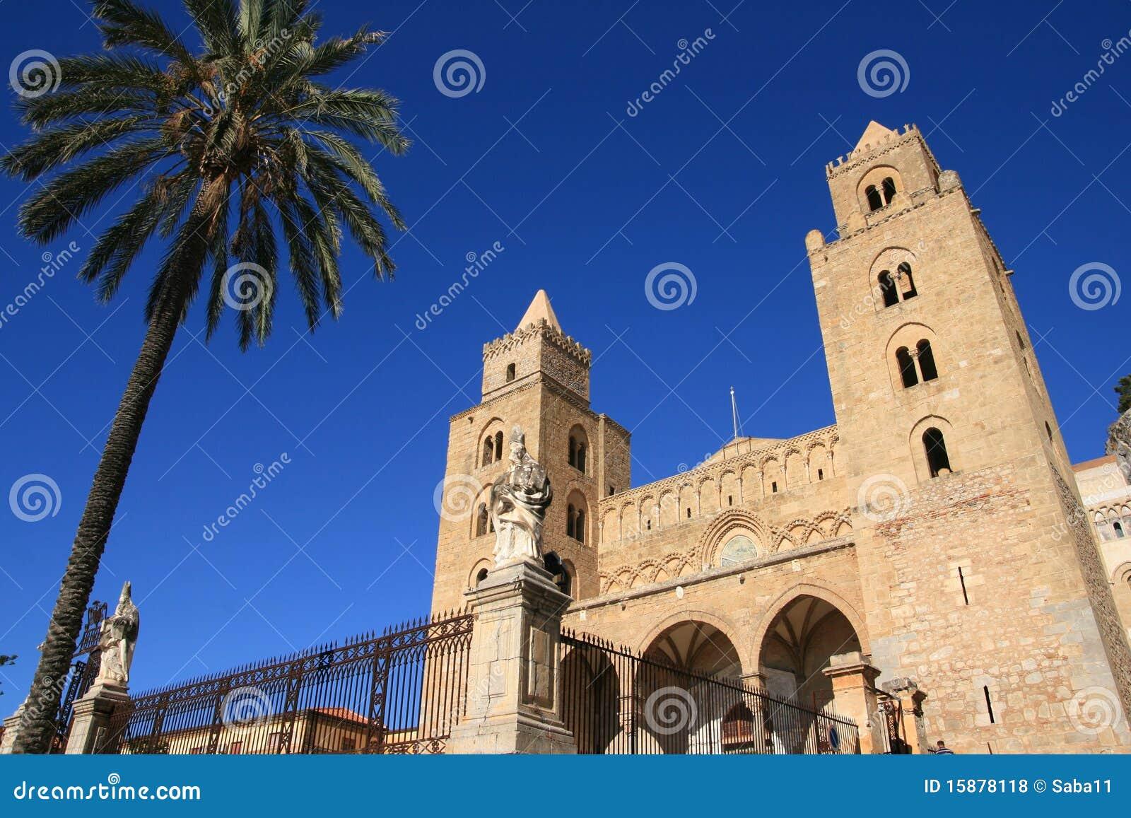 De kathedraalarchitectuur van Cefalu; Sicilië
