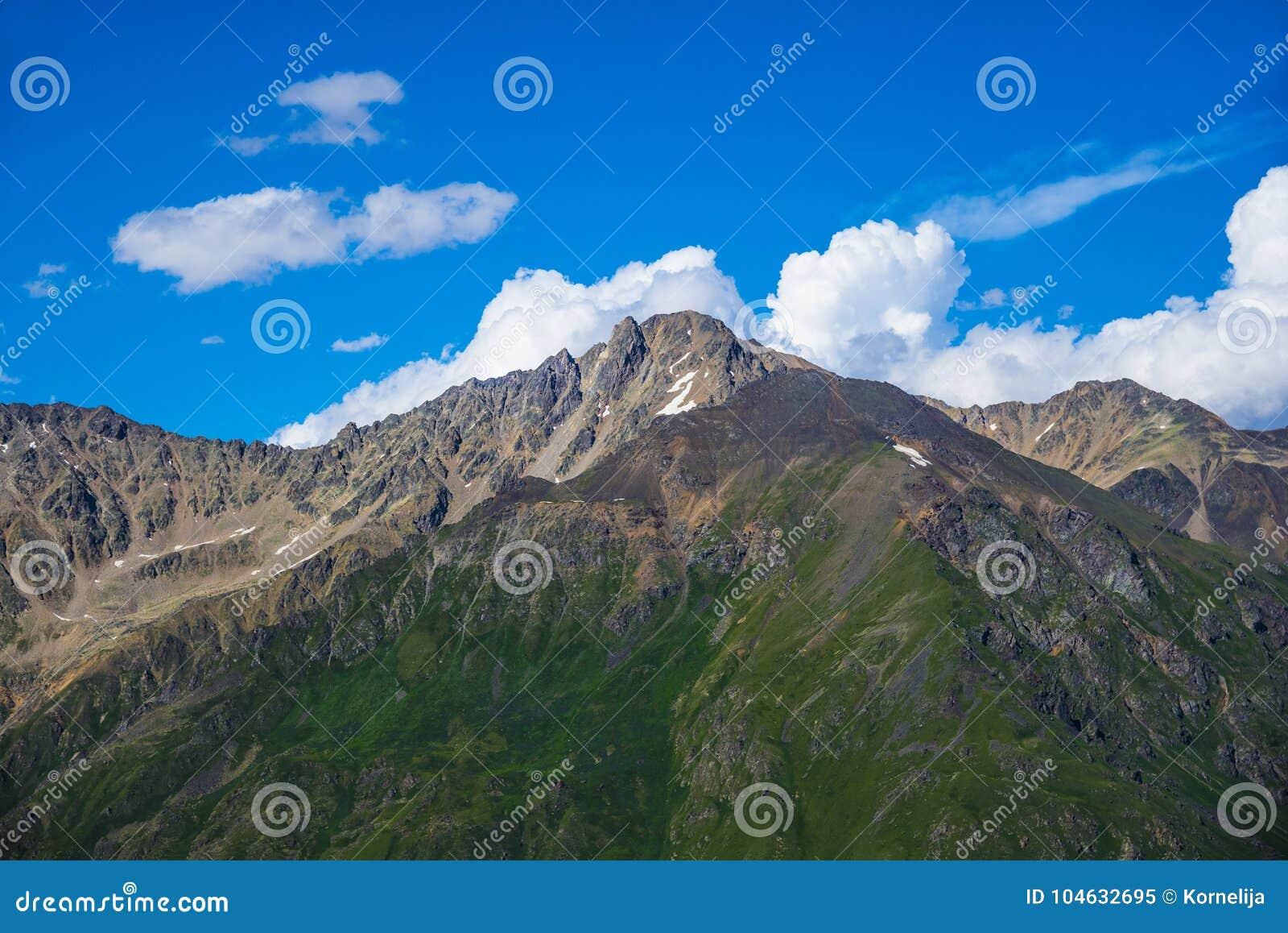 Download De Kaukasus, Kabardino-Balkarië, Russische Federatie Stock Afbeelding - Afbeelding bestaande uit schoonheid, panoramisch: 104632695