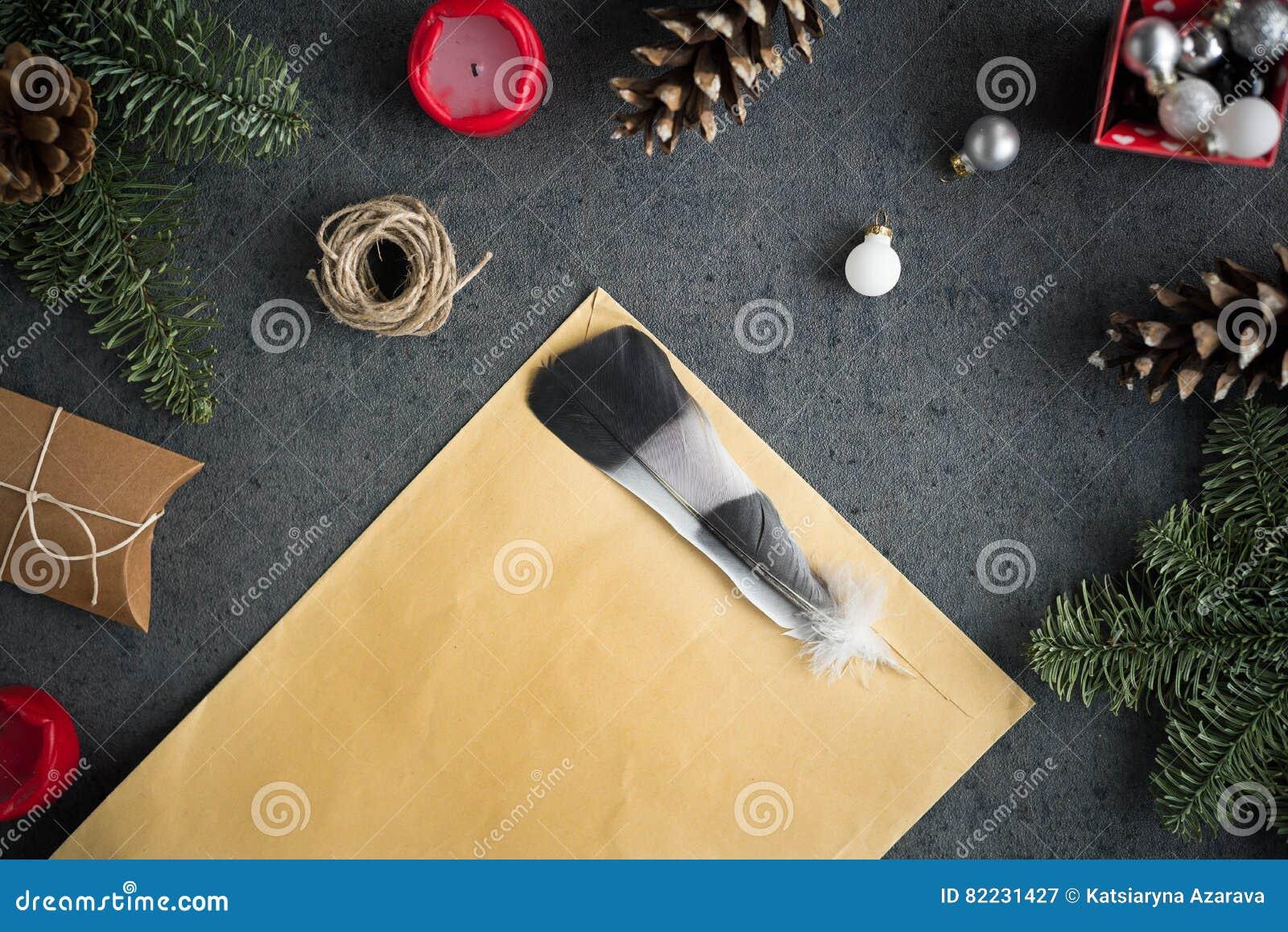 De kerstmisachtergrond met kerstmis stelt decoratie