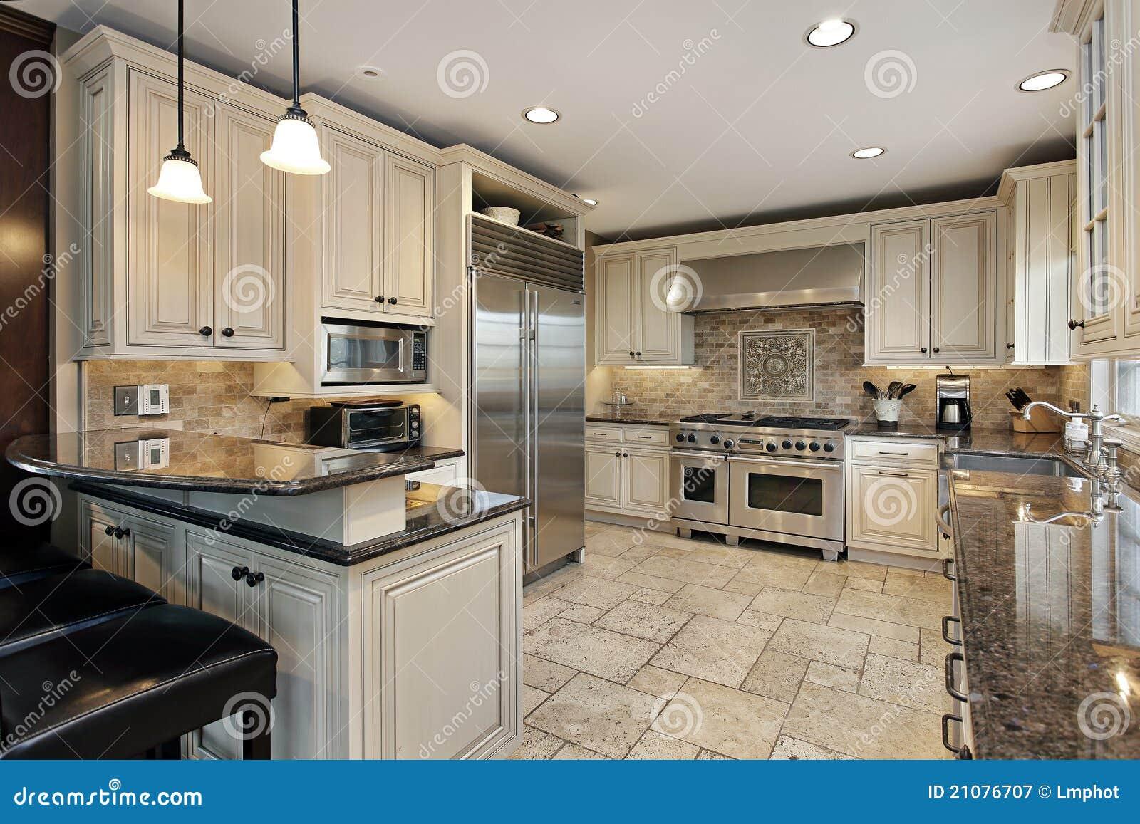 De keuken van upscale met ontbijtstaaf royalty vrije stock fotografie afbeelding 21076707 - Keuken met teller ...
