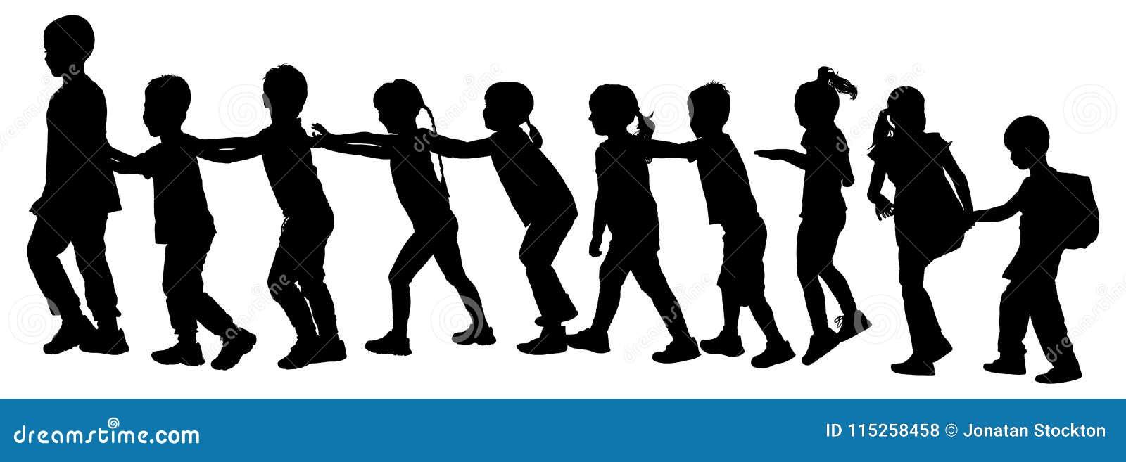 De kinderen spelen het silhouet van het treinspel