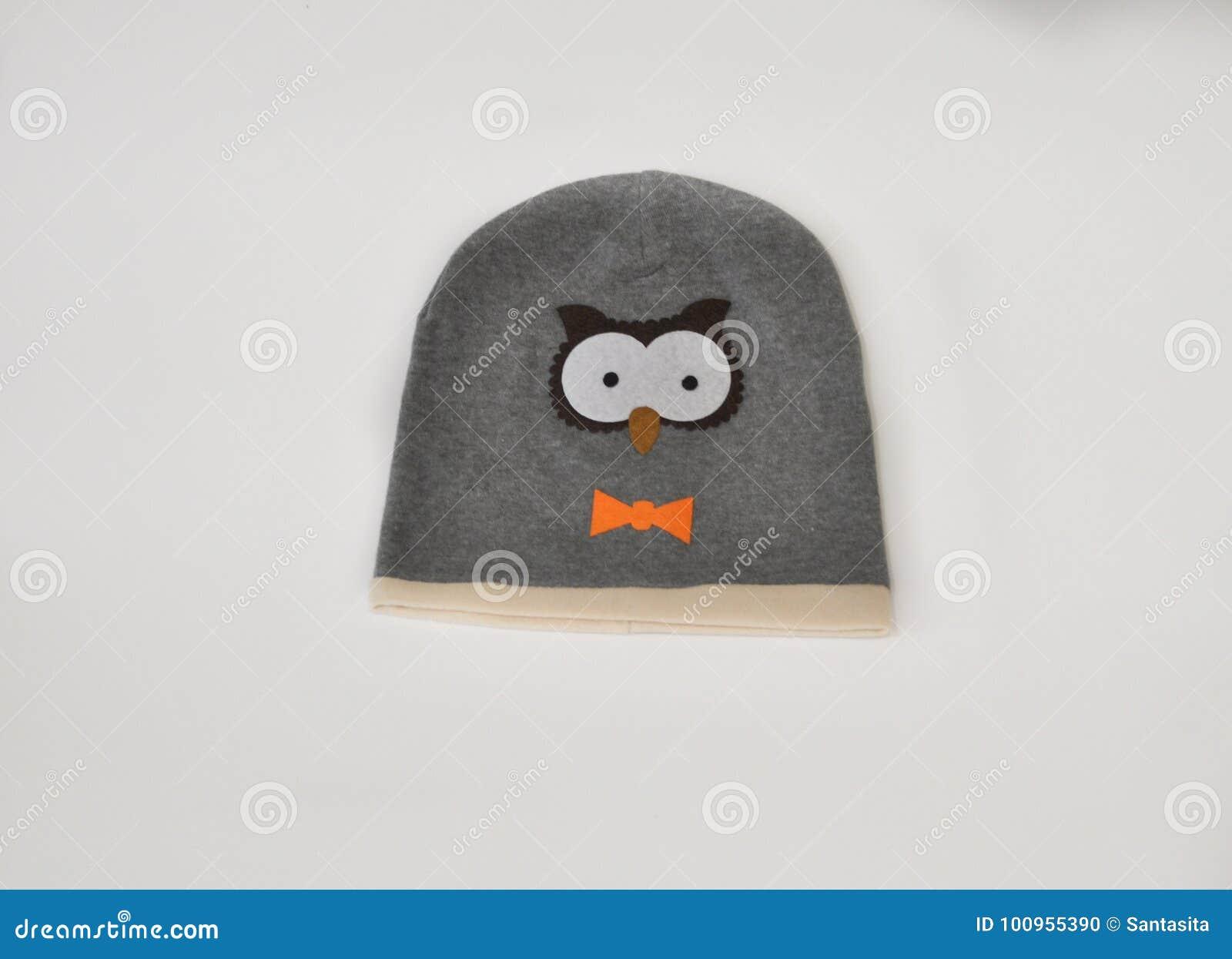 De kinderenhoed van de de lenteherfst in de vorm van een uil