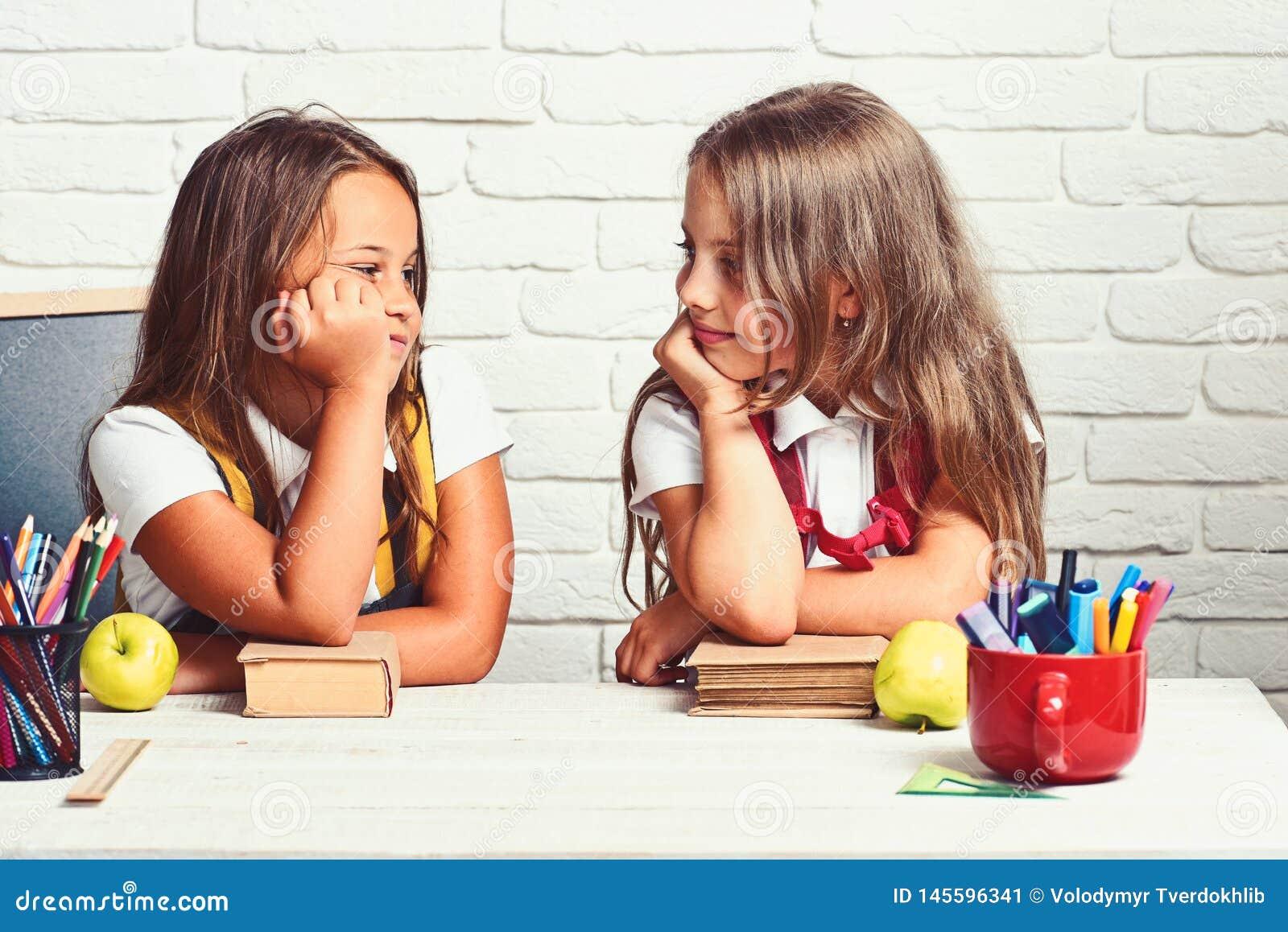 De klasgenoten leiden de Lessenconcept op van de Vriendenkennis
