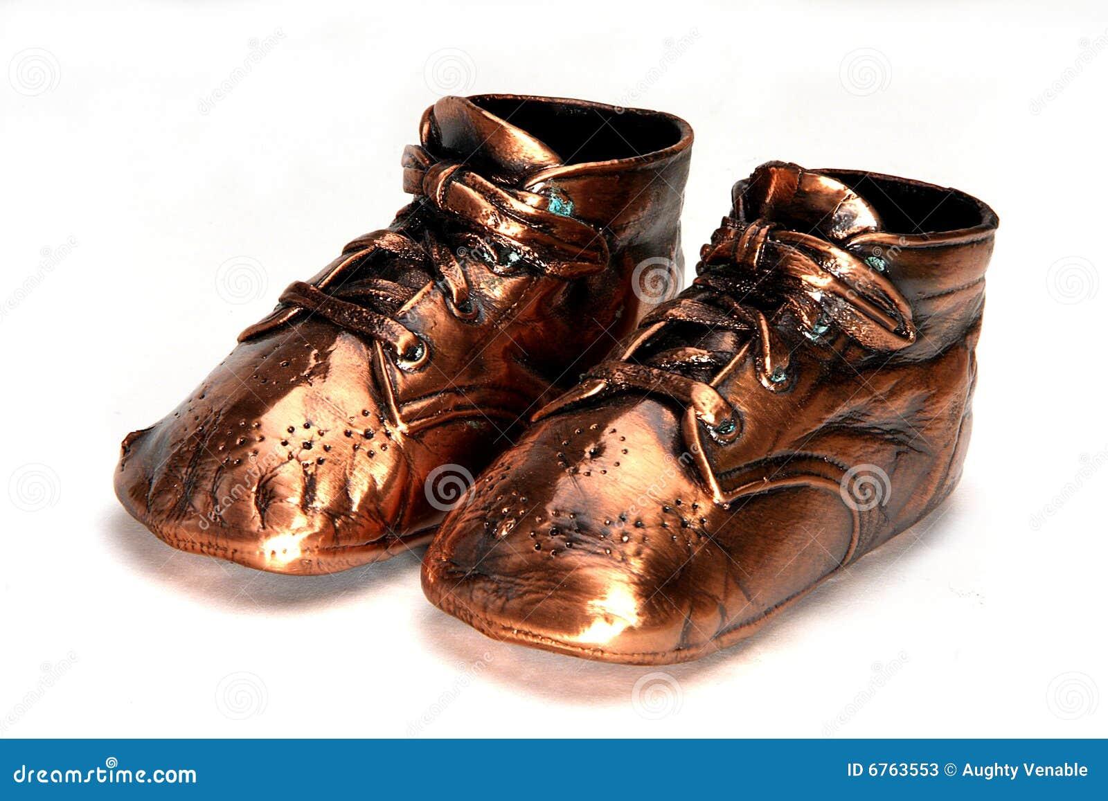 Stock Foto s: De klassieke Schoenen van de Baby van het Brons