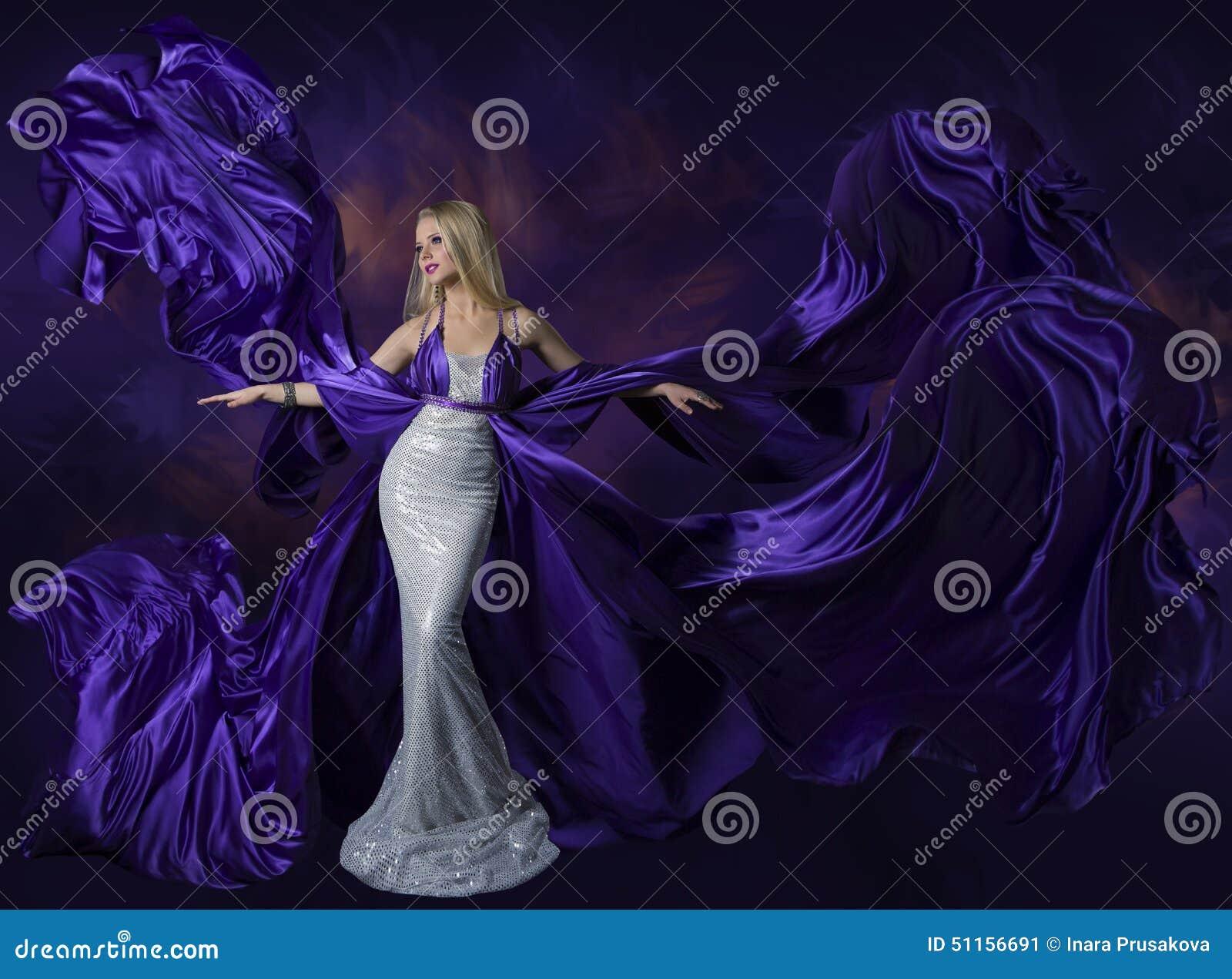 De Kleding die van de vrouwenschoonheid Purpere Zijdedoek, Dame Creative Fashi vliegen