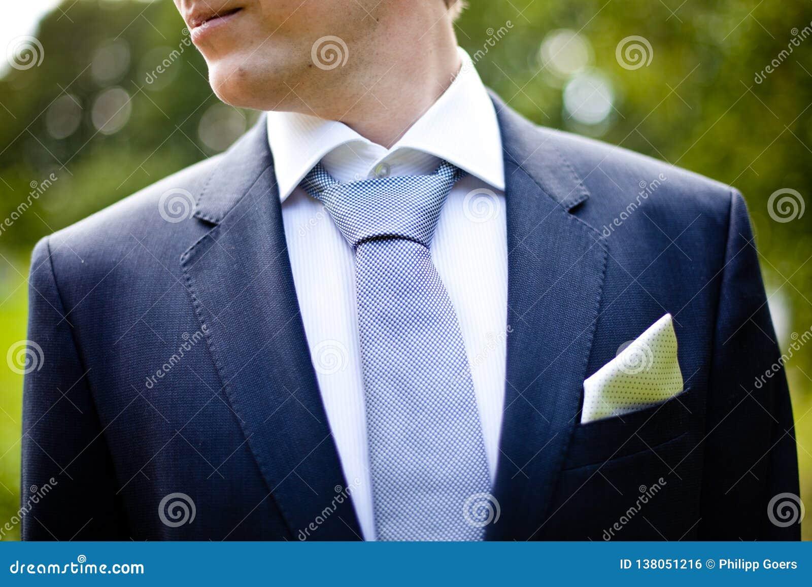 De kledingsmens van het bruidegomhuwelijk