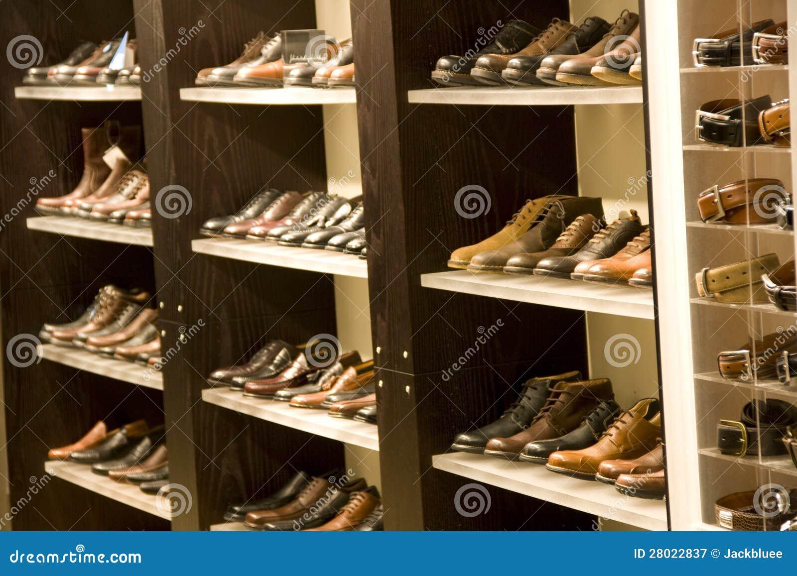 De kledingsschoenen van mensen